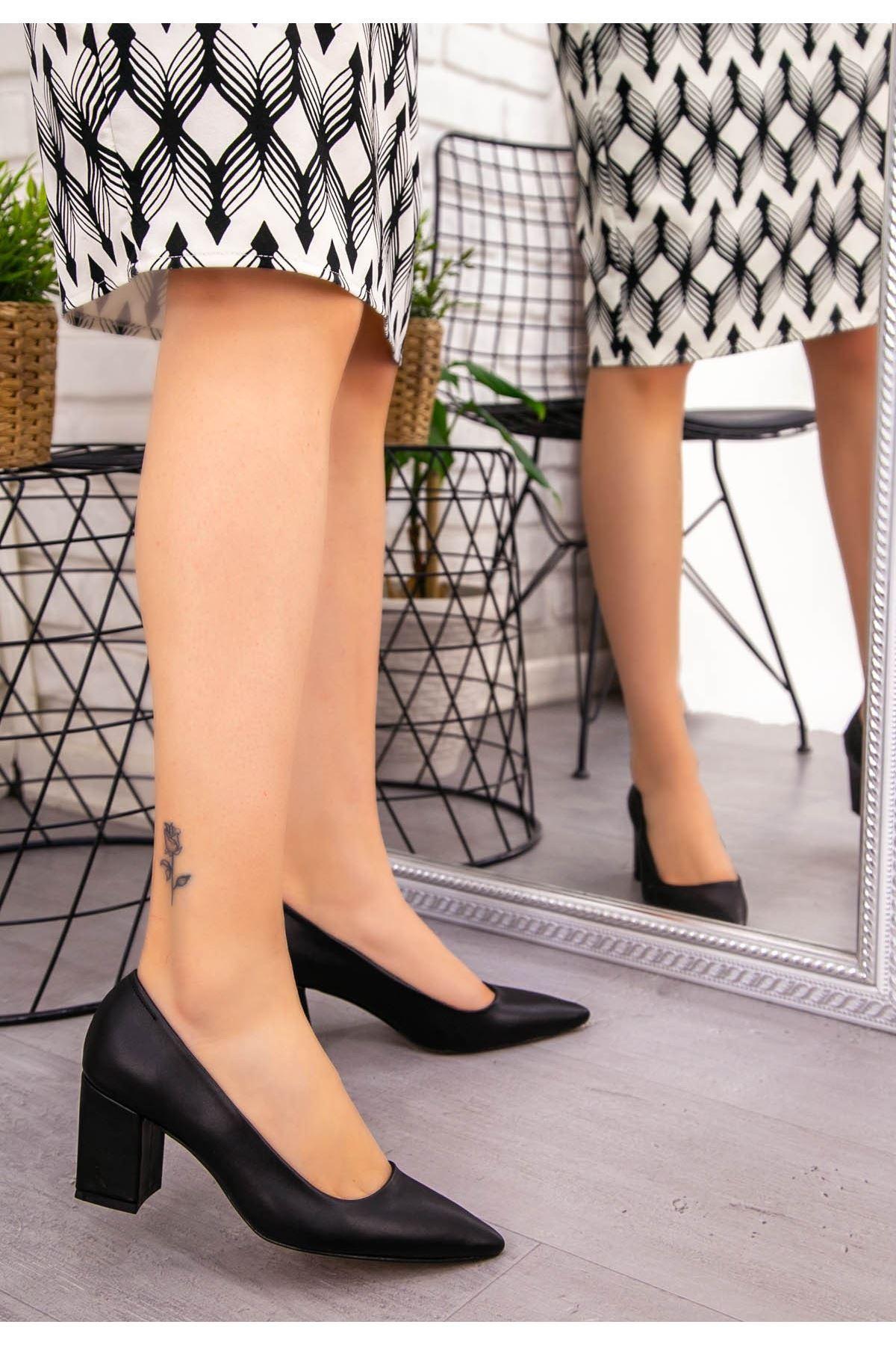 Manina Siyah Cilt Topuklu Ayakkabı