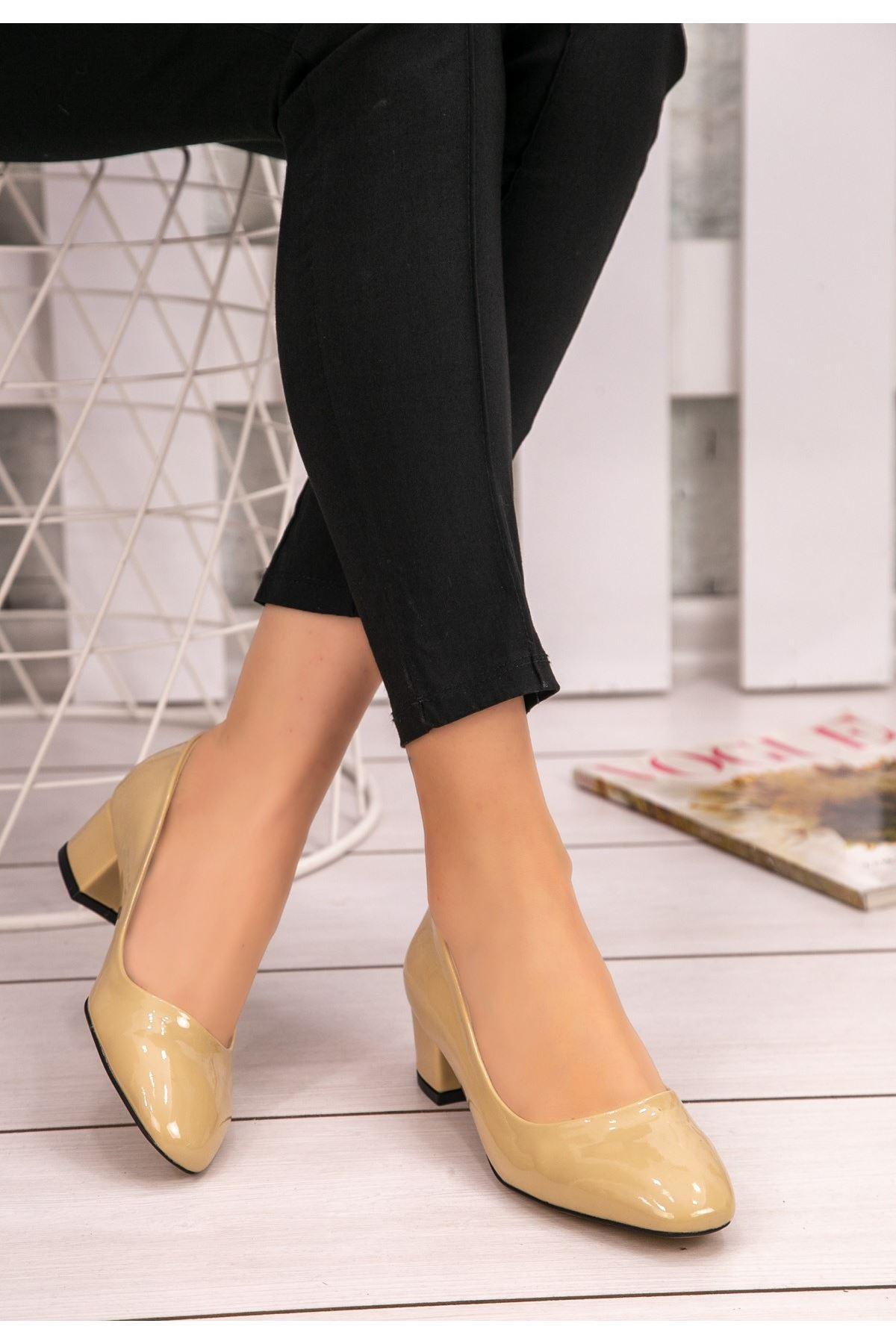 Fior Krem Rugan Topuklu Ayakkabı