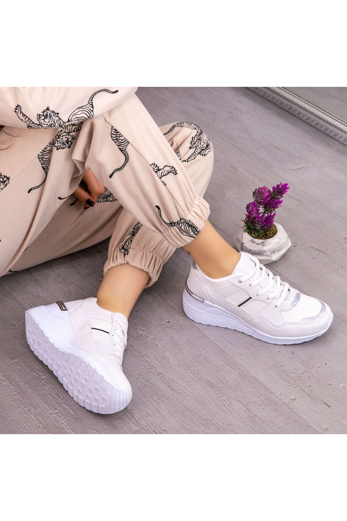 Dux Beyaz Cilt Bağcıklı Spor Ayakkabı
