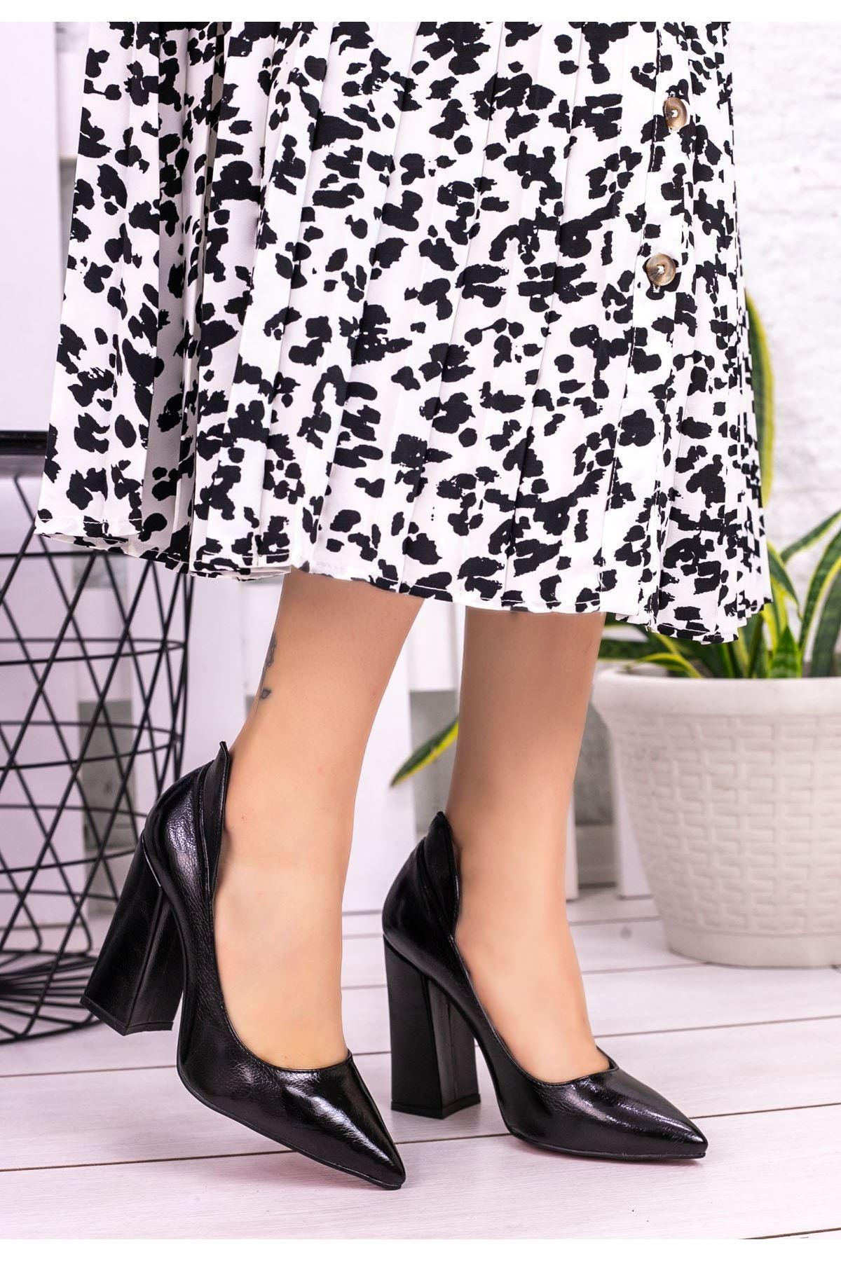 Amoj Siyah Rugan Topuklu Ayakkabı