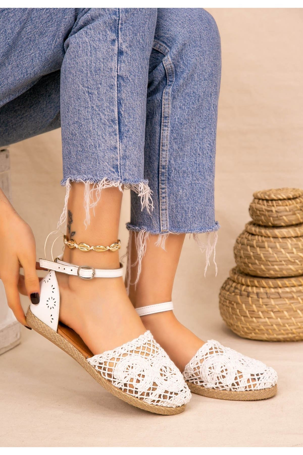 Ecer Beyaz Örgülü Sandalet