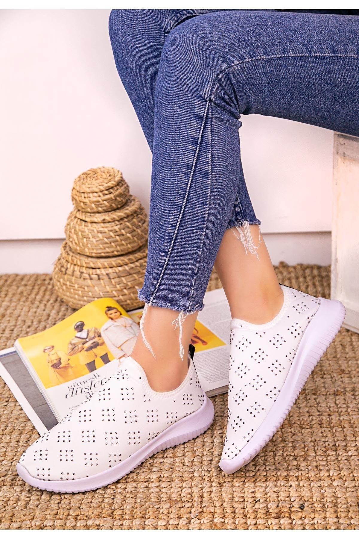Stin Beyaz Boncuk İşlemeli Spor Ayakkabı