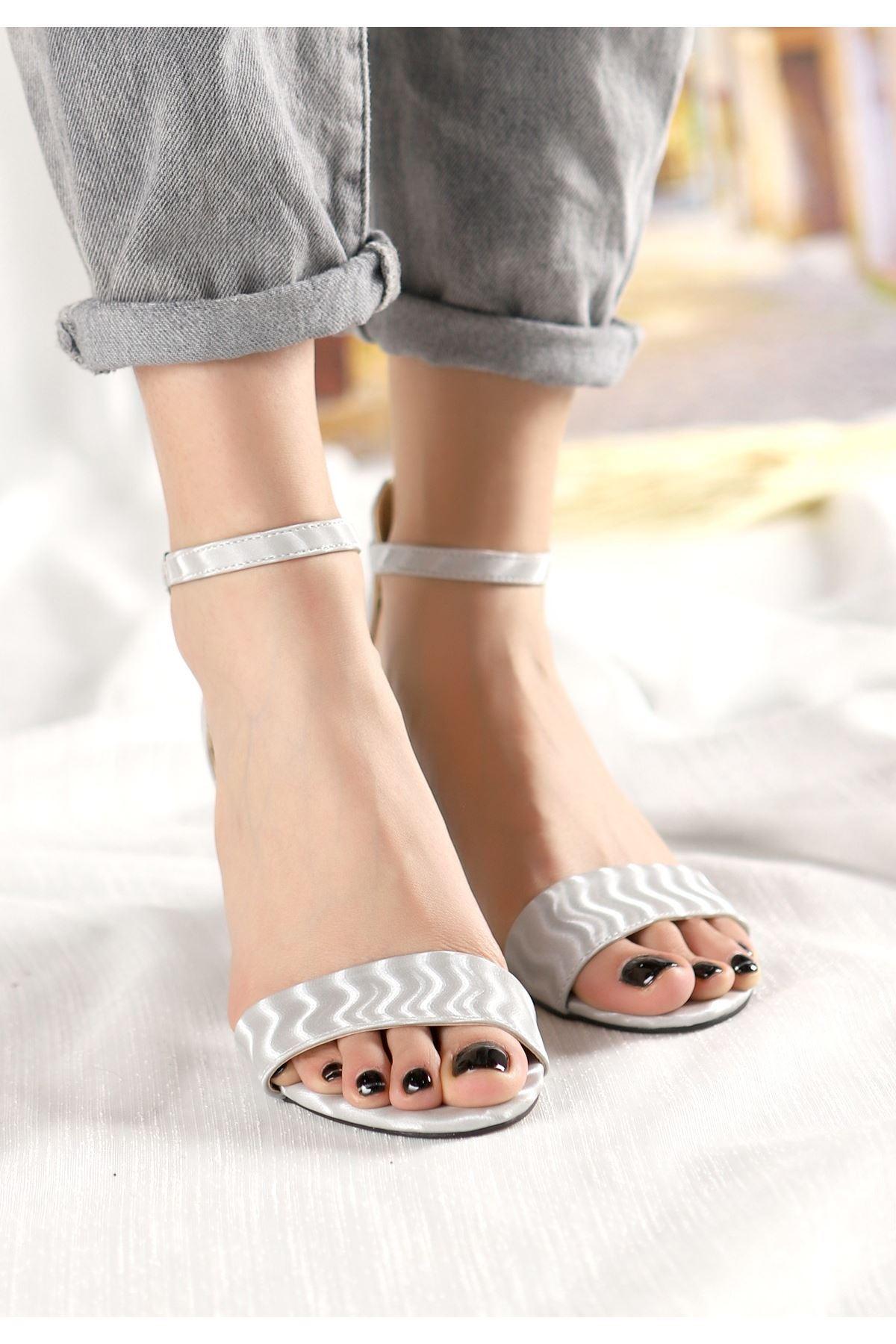 Epon Gri Süet Desenli Tek Bant Topuklu Ayakkabı