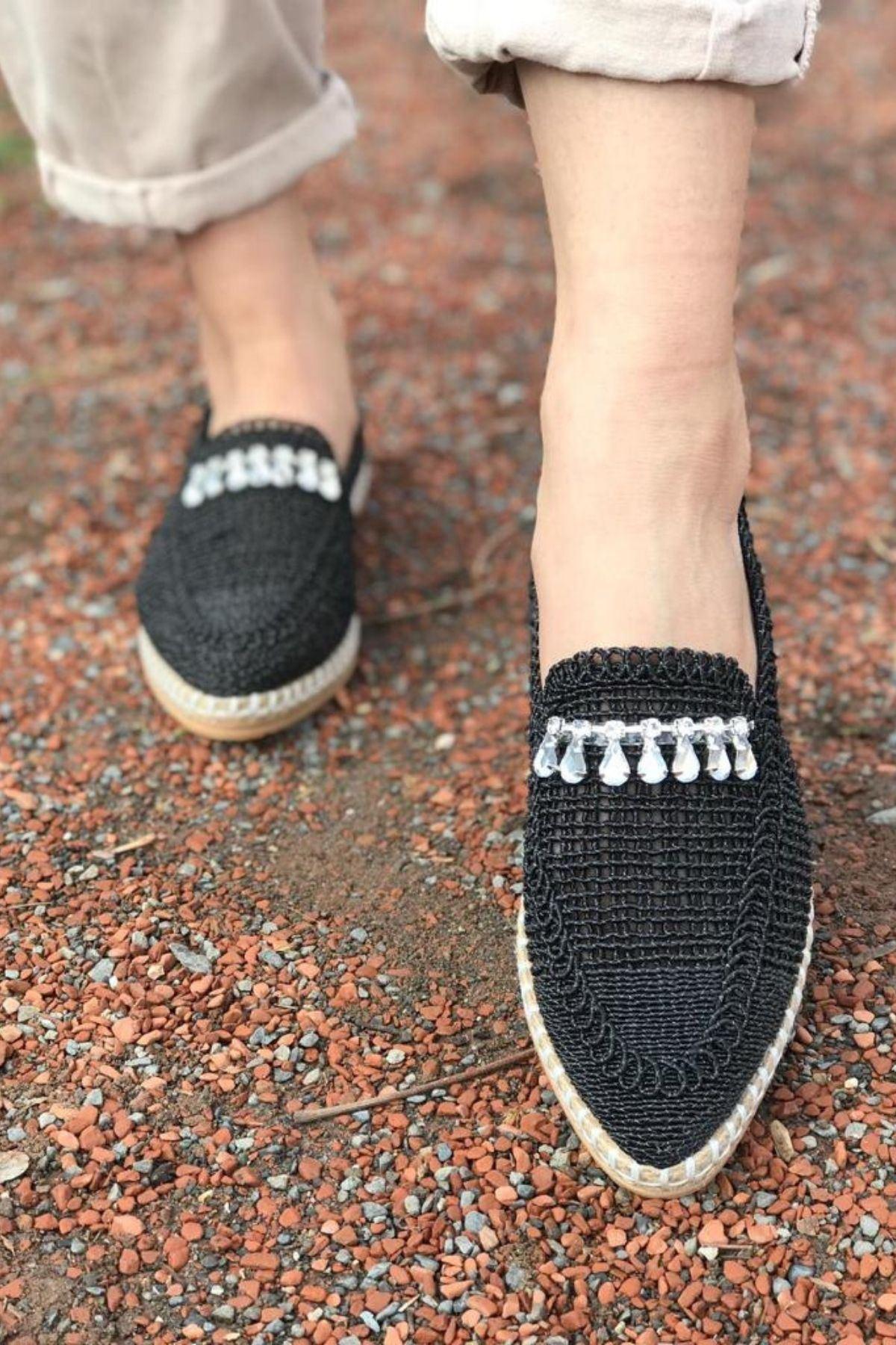 Ropen Siyah Örgü İpli Taşlı Ayakkabı