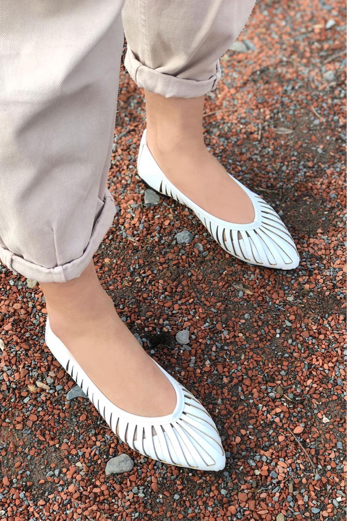 Balez Beyaz Lazer Kesim Babet