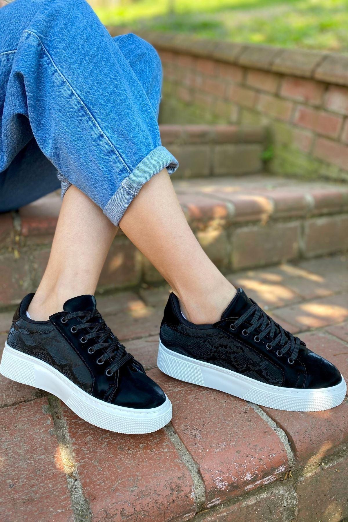 Marca Siyah Yılan Detaylı Sneaker
