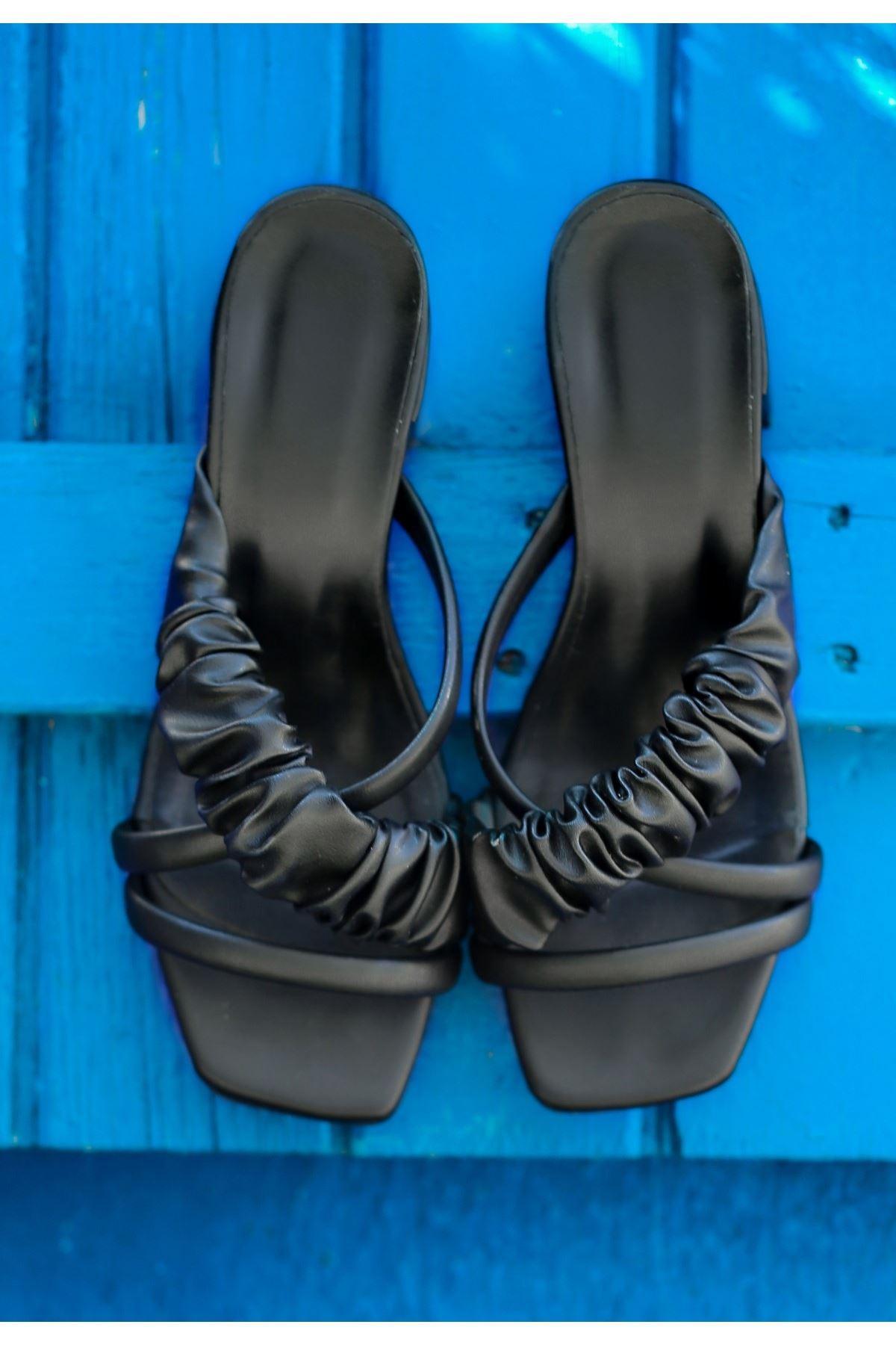 Yanna Siyah Cilt Topuklu Terlik