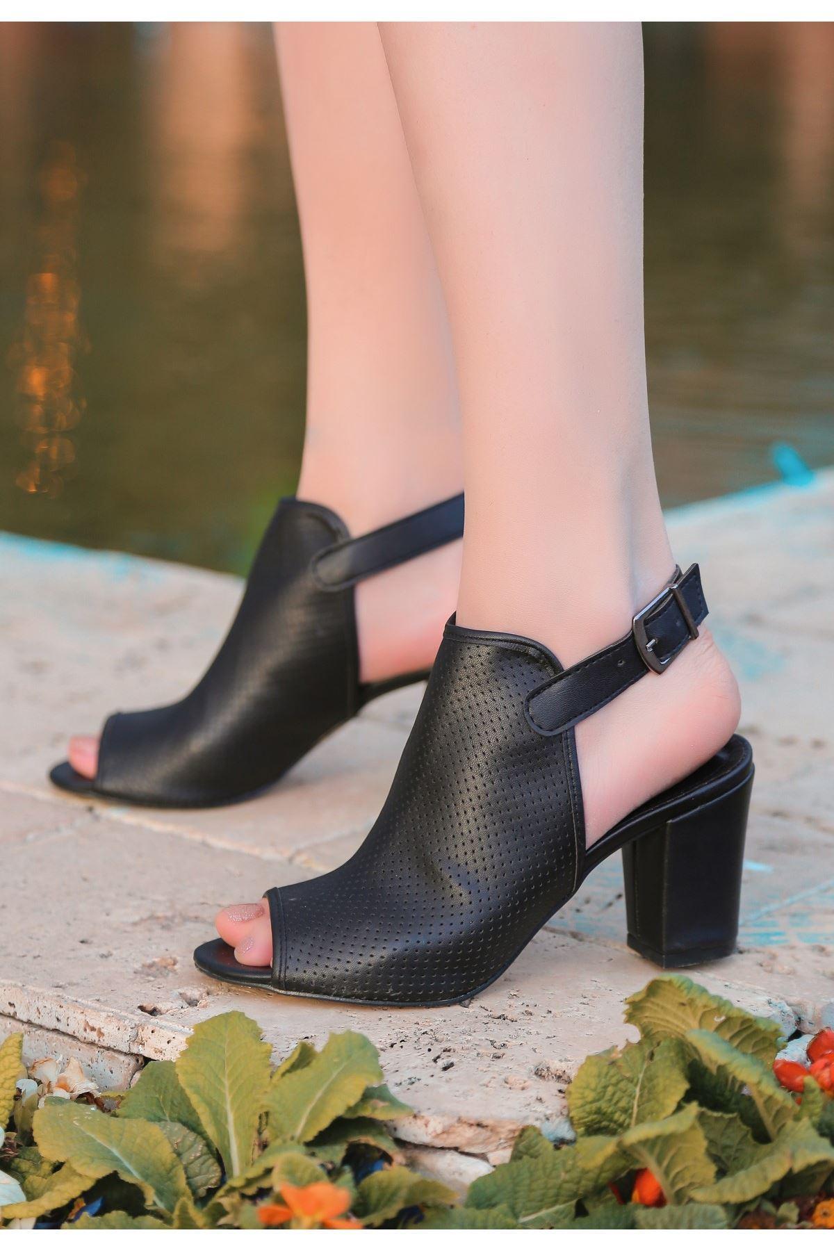 Mario Siyah Cilt Fileli Topuklu Ayakkabı