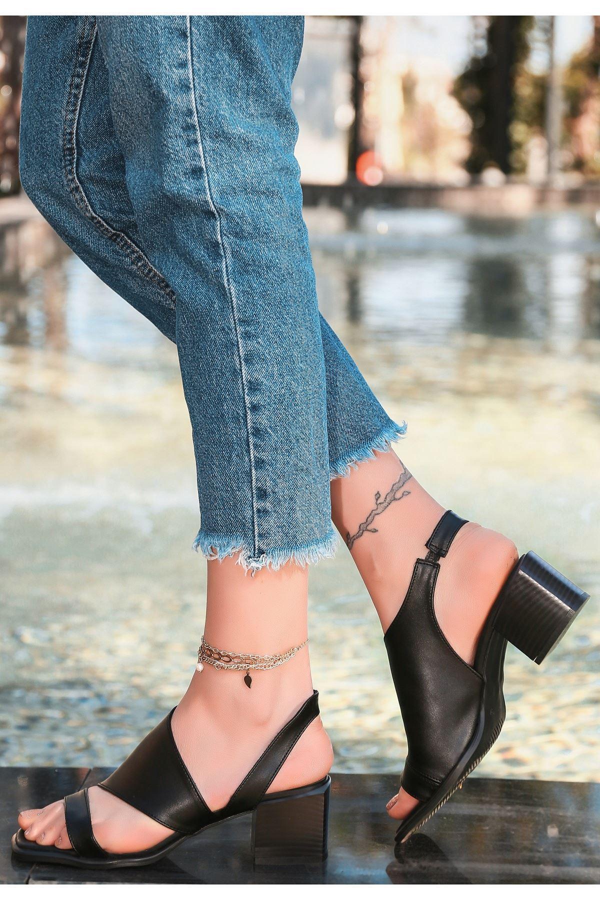 Erisa Siyah Cilt Topuklu Ayakkabı