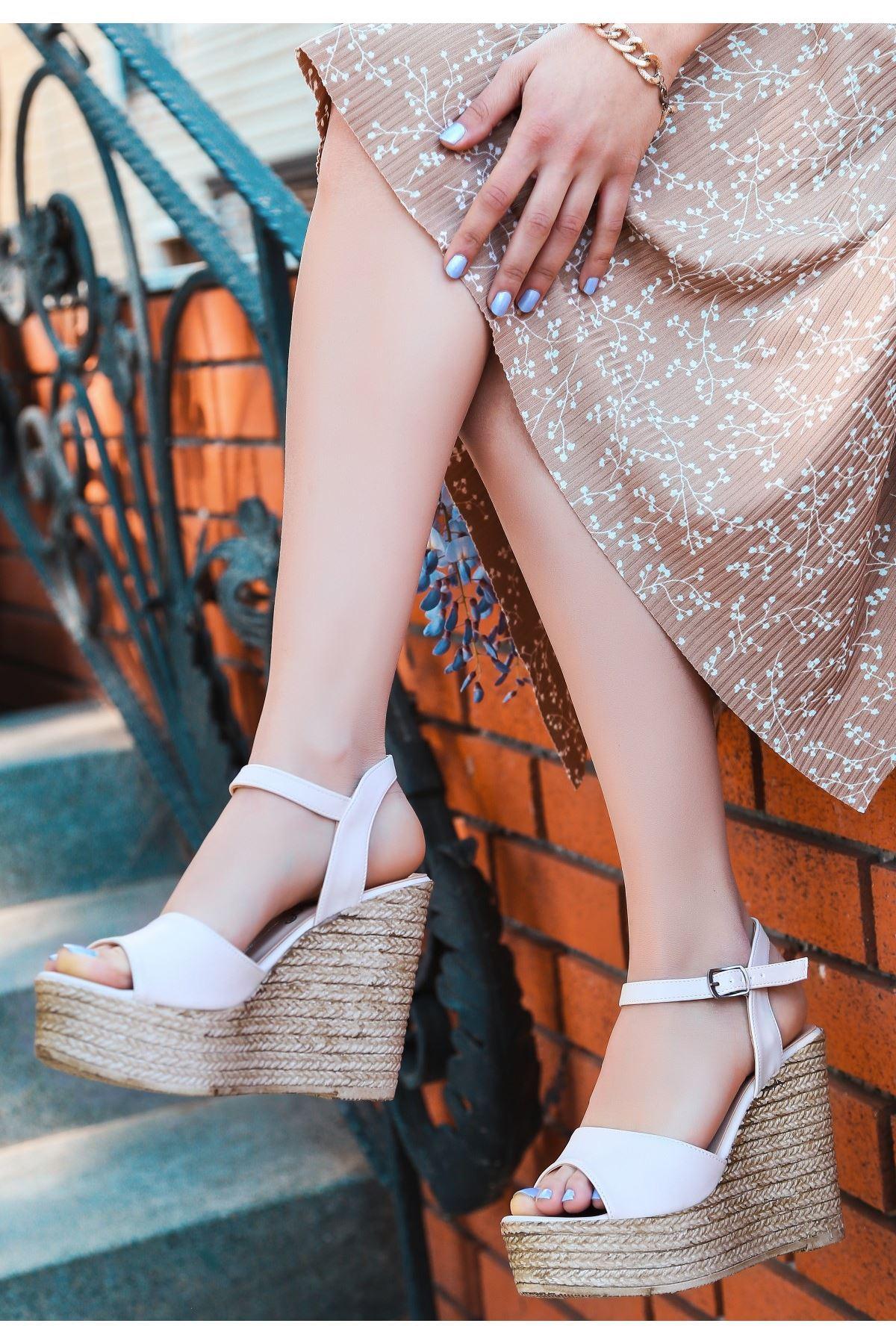 Loya Krem Cilt Dolgu Topuk Sandalet