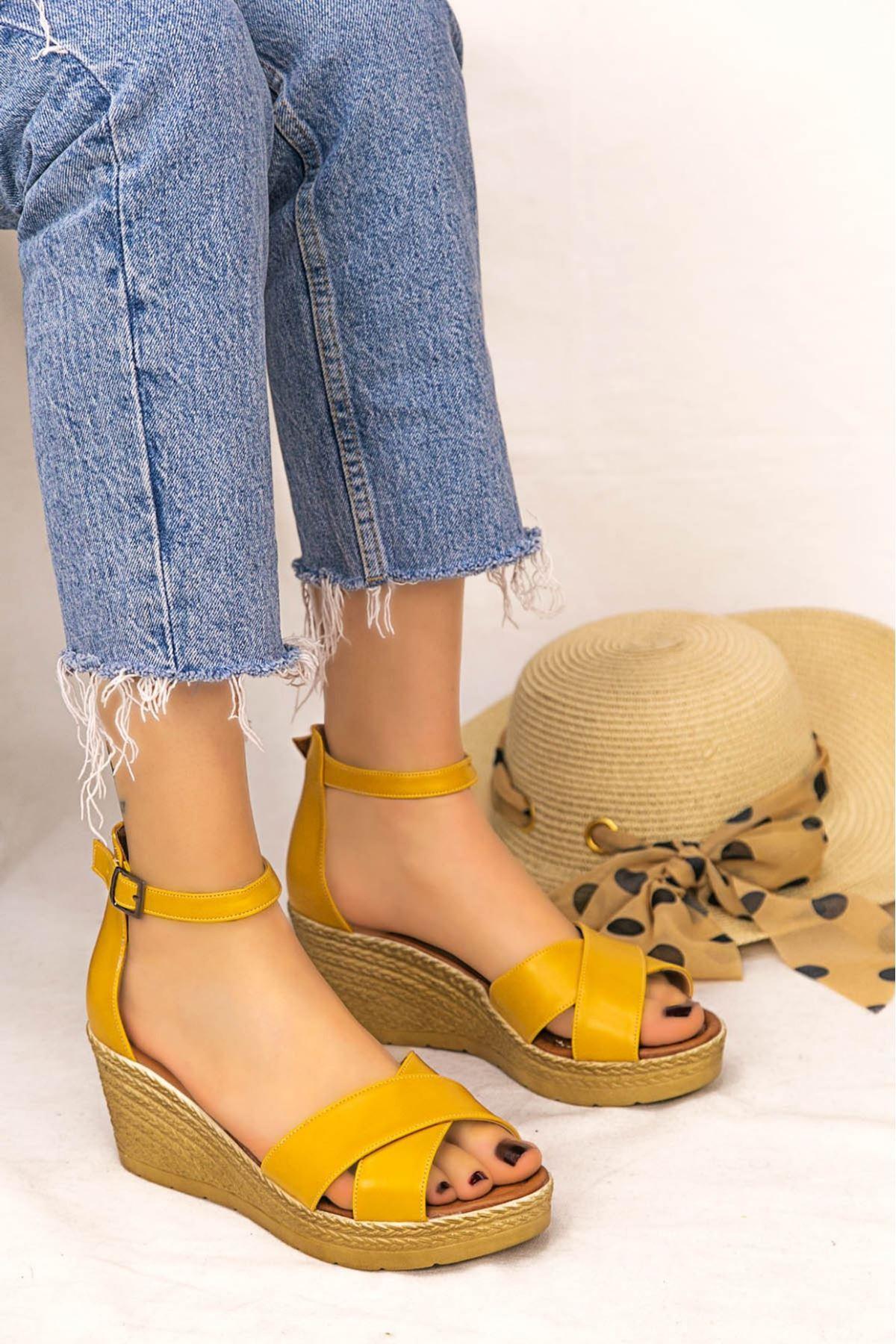 Ertu Hardal Cilt Dolgu Topuk Sandalet