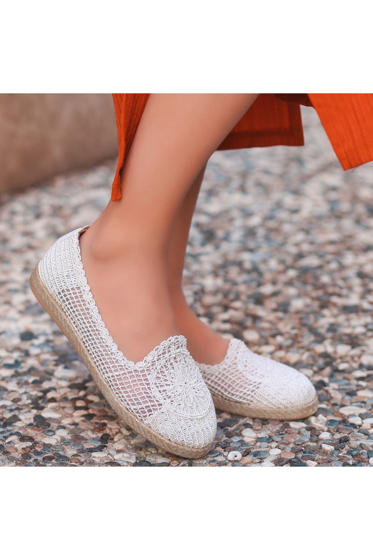 Evic Beyaz Örgülü Babet Ayakkabı