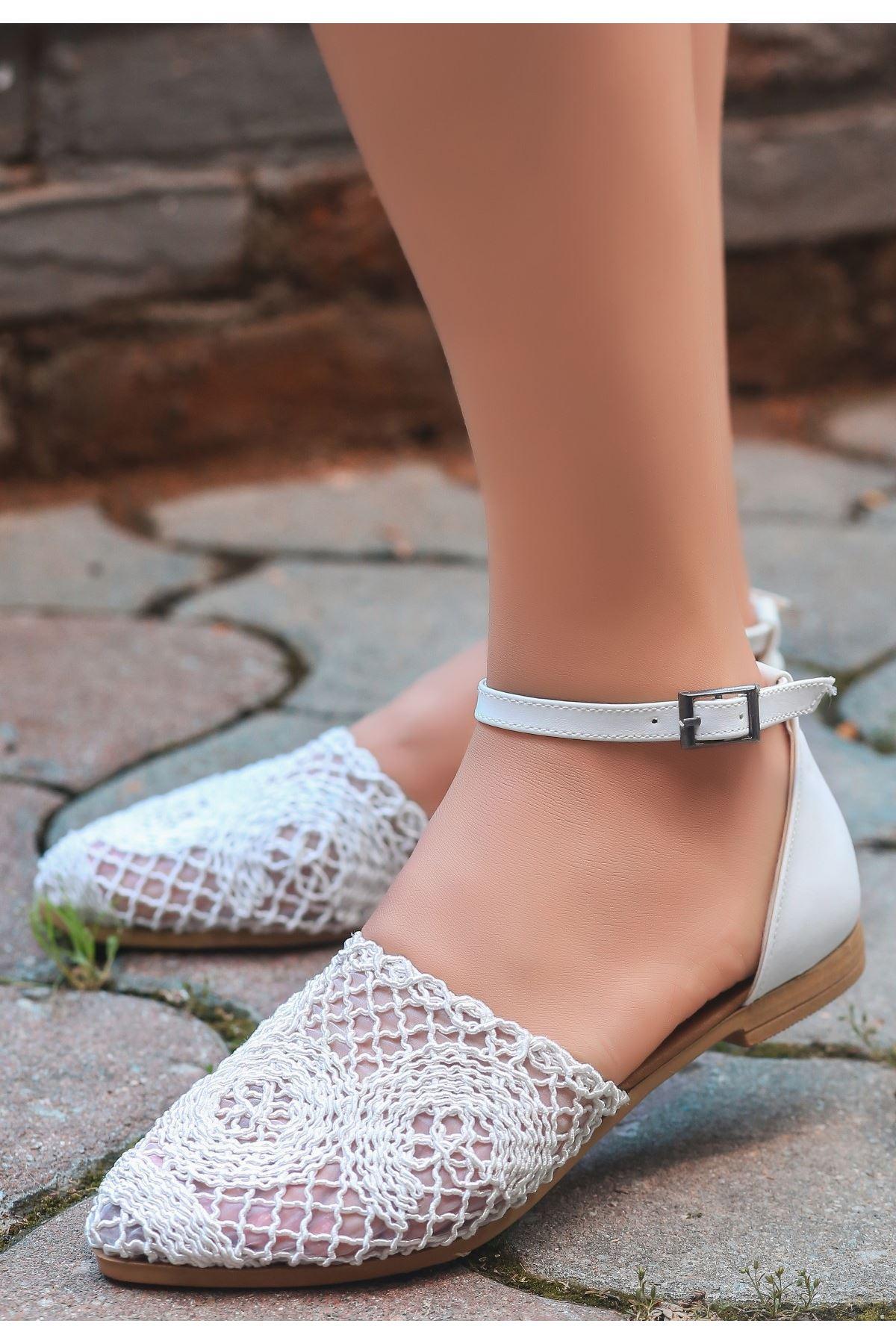Acir Beyaz Örgülü Sandalet