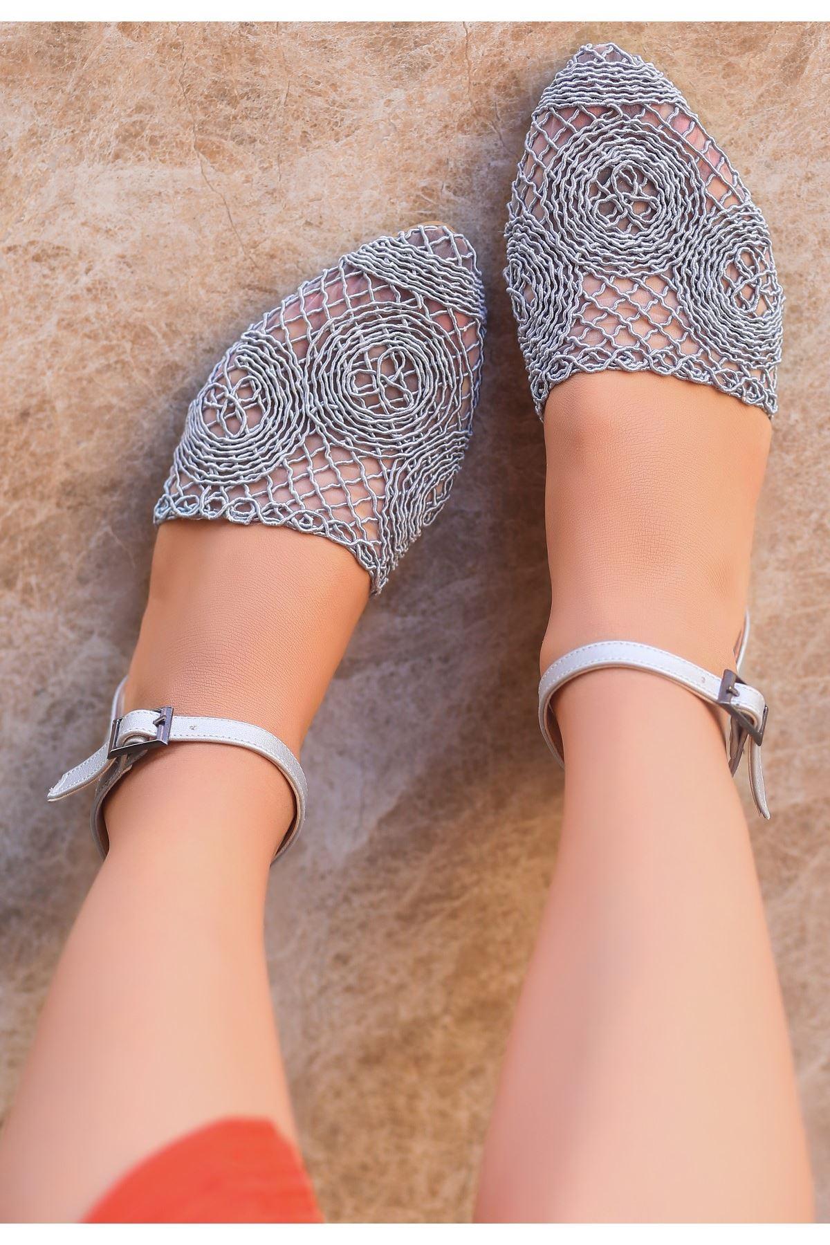 Acir Gri Örgülü Sandalet