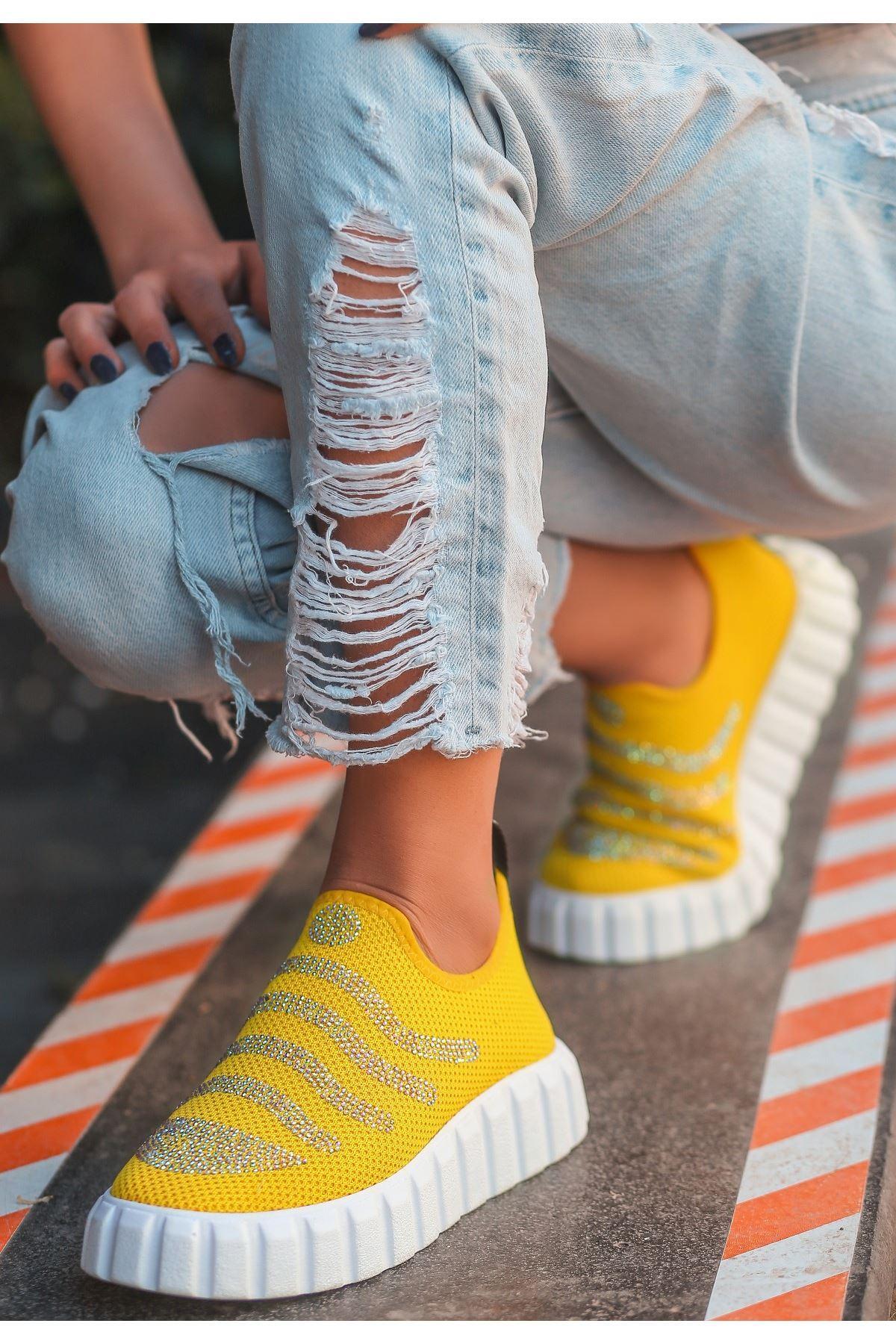 Voyn Sarı Boncuk İşlemeli Spor Ayakkabı
