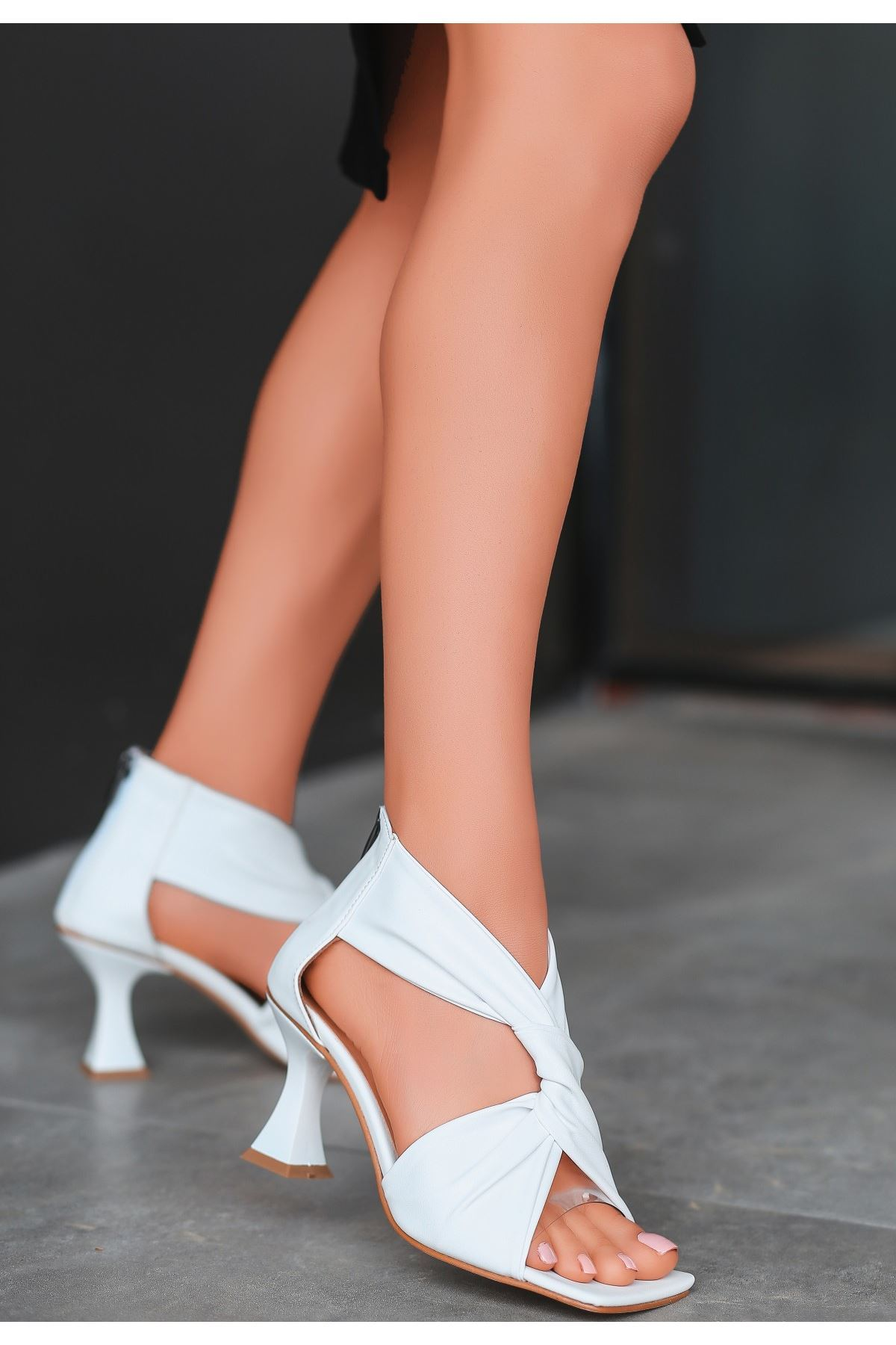 Myem Beyaz Cilt Topuklu Ayakkabı