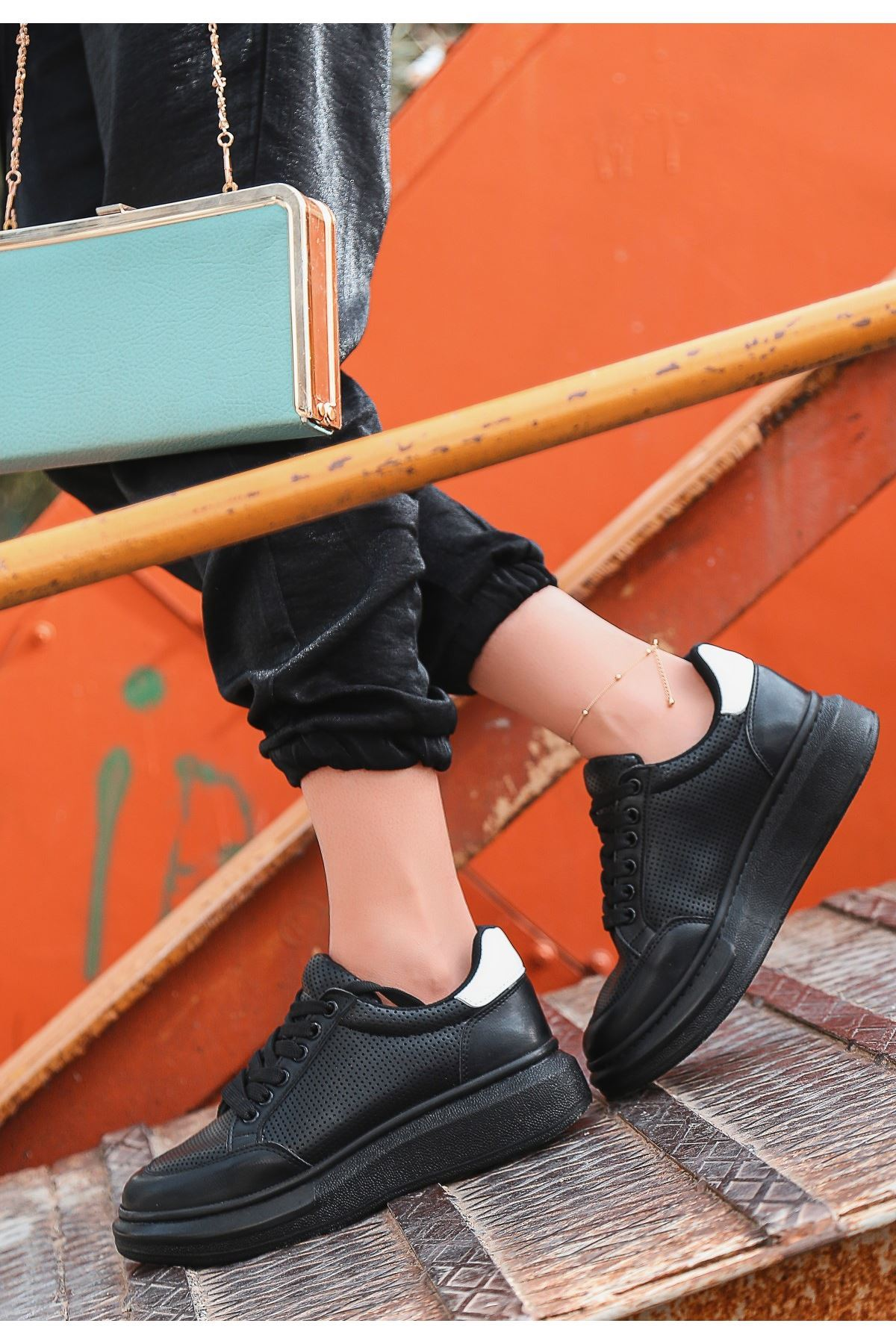 Voni Siyah Cilt Fileli Beyaz Deteylı Spor Ayakkabı
