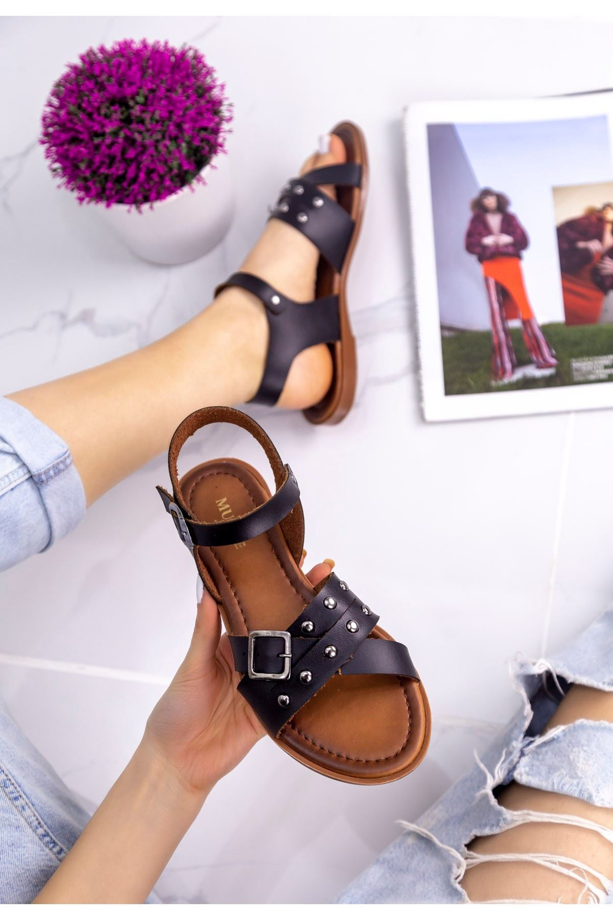 Beth Siyah Zımbalı Sandalet