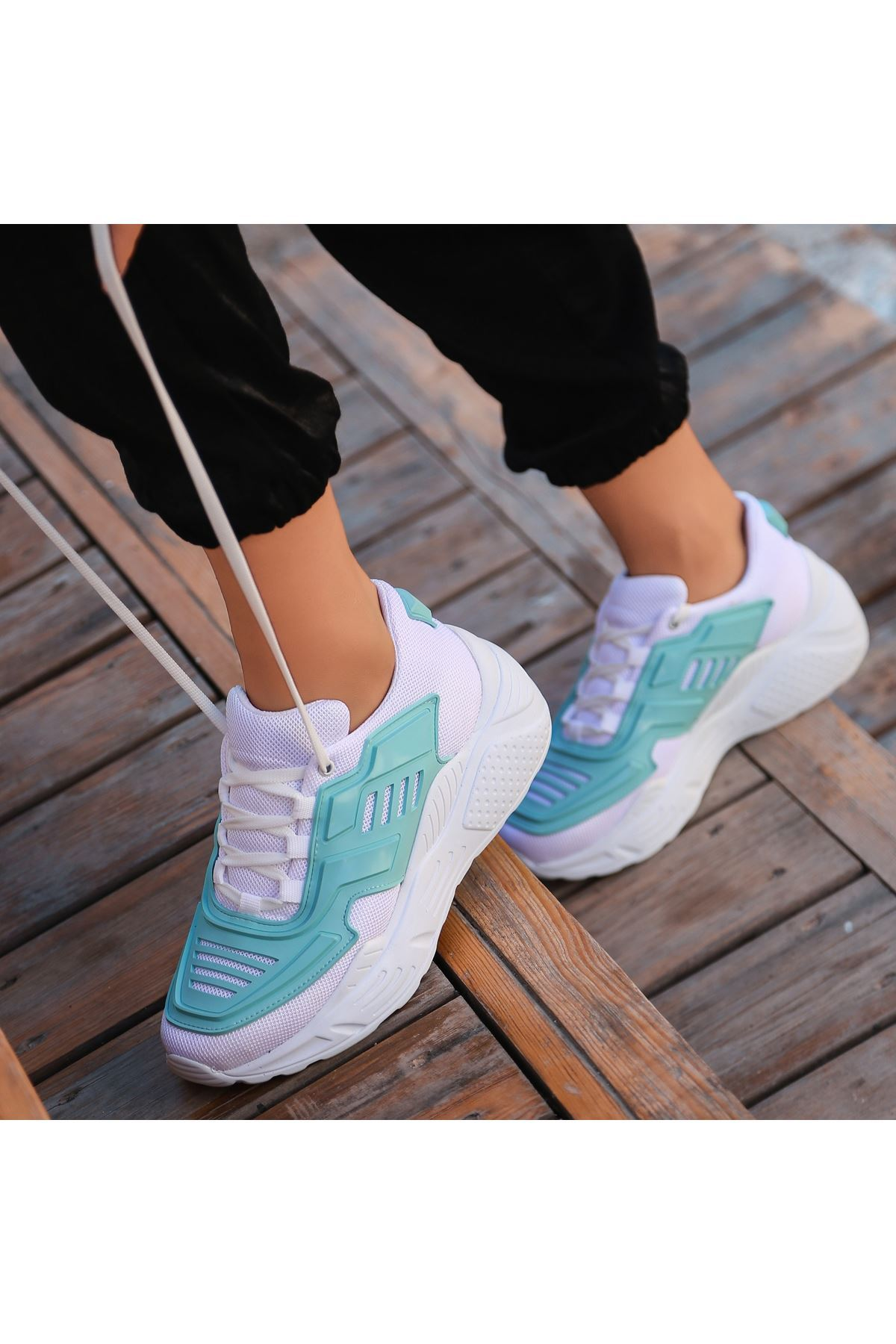 Maiy Mit Yeşili Cilt Fileli Spor Ayakkabı