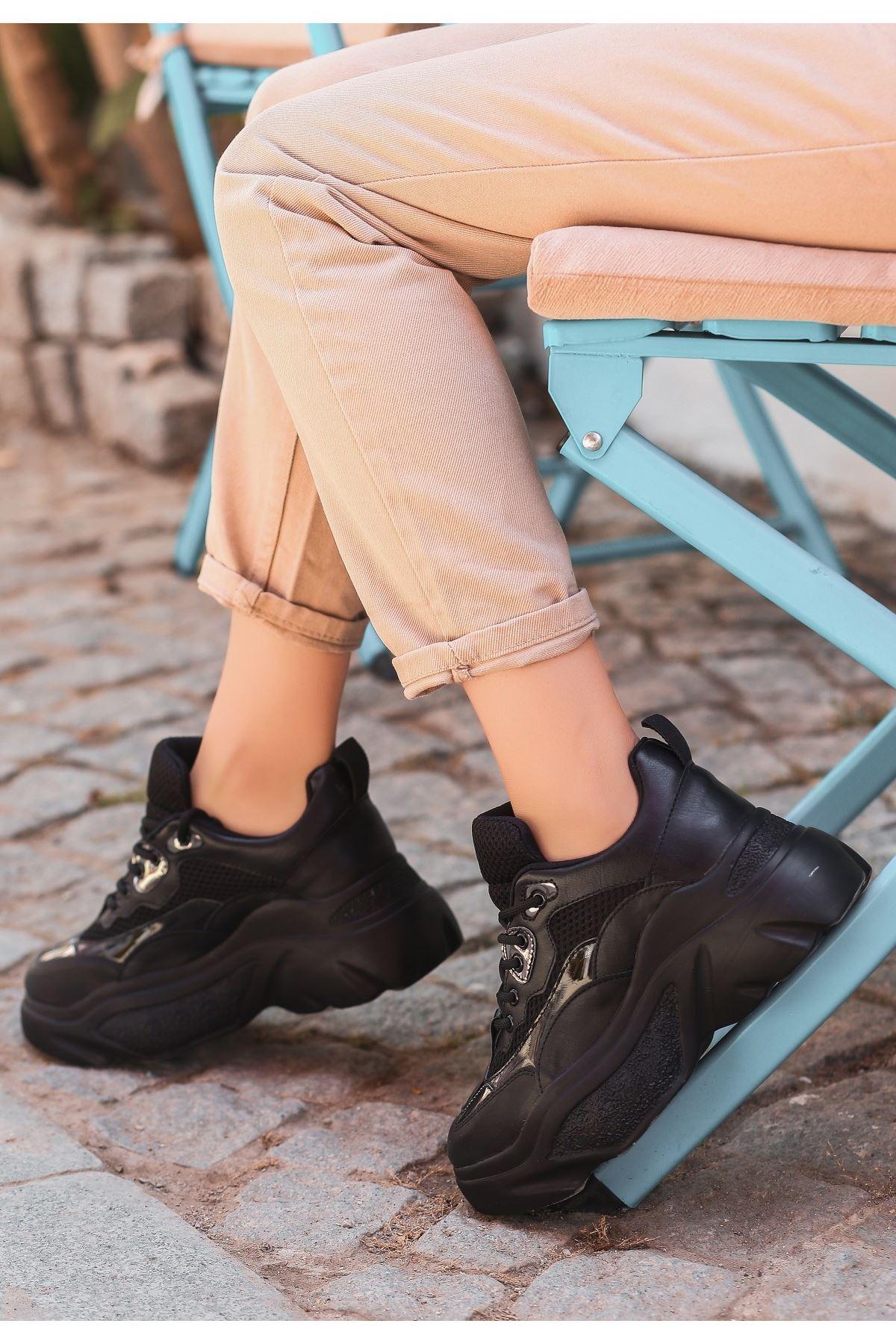 Zoly Siyah Cilt Rugan Detaylı Bağcıklı Spor Ayakkabı