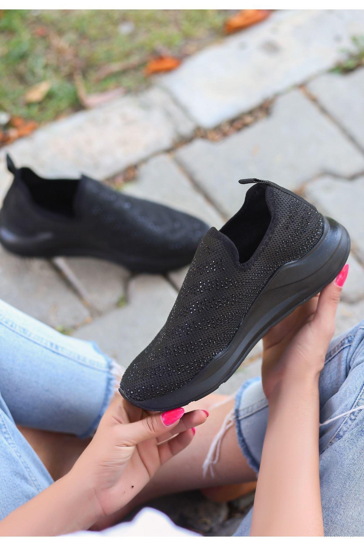 Ejox Siyah Boncuk İşlemeli Siyah Tabanlı Spor Ayakkabı