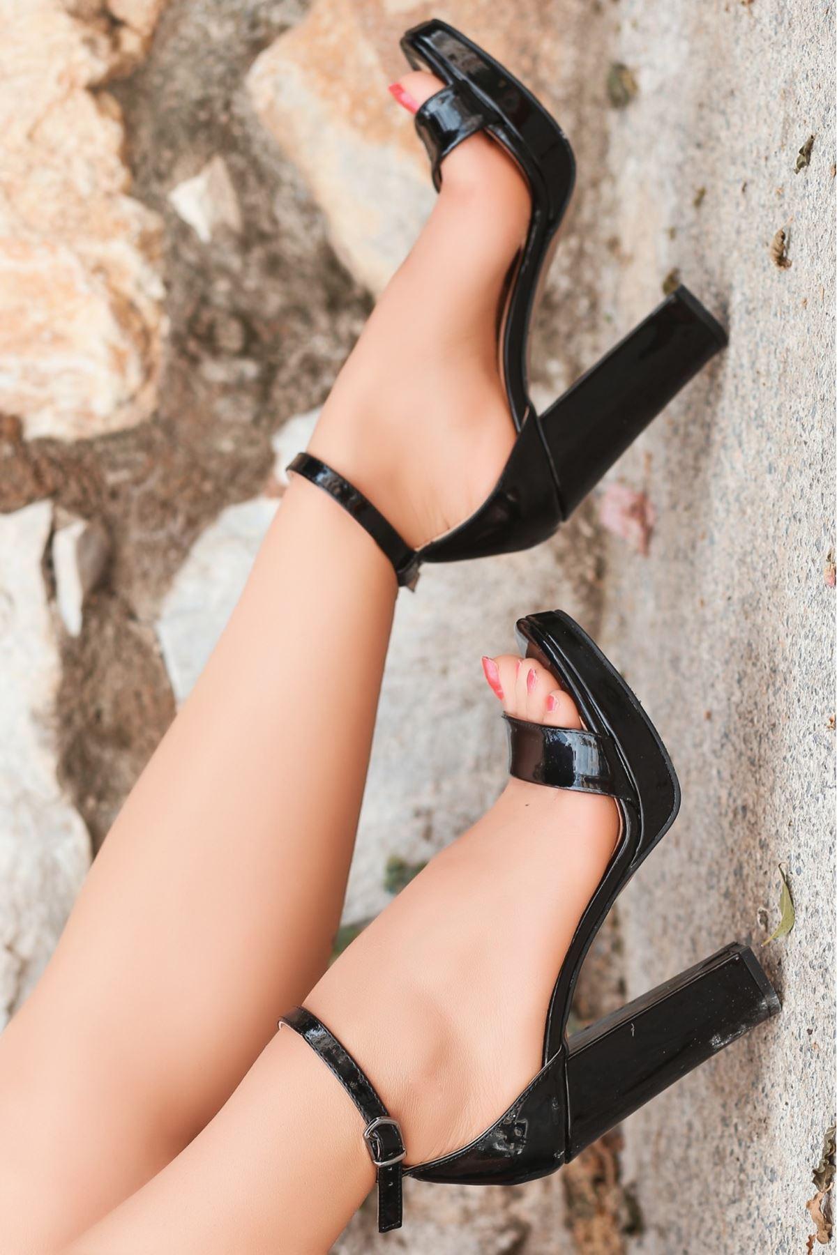 Onta Siyah Rugan Platform Topuklu Ayakkabı