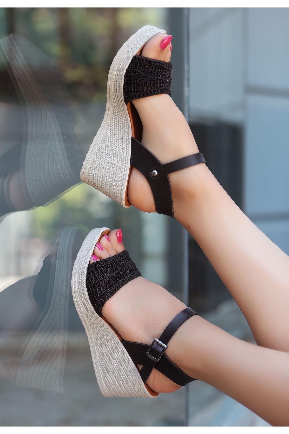 Vesu Siyah Örgülü Dolgu Topuk Sandalet