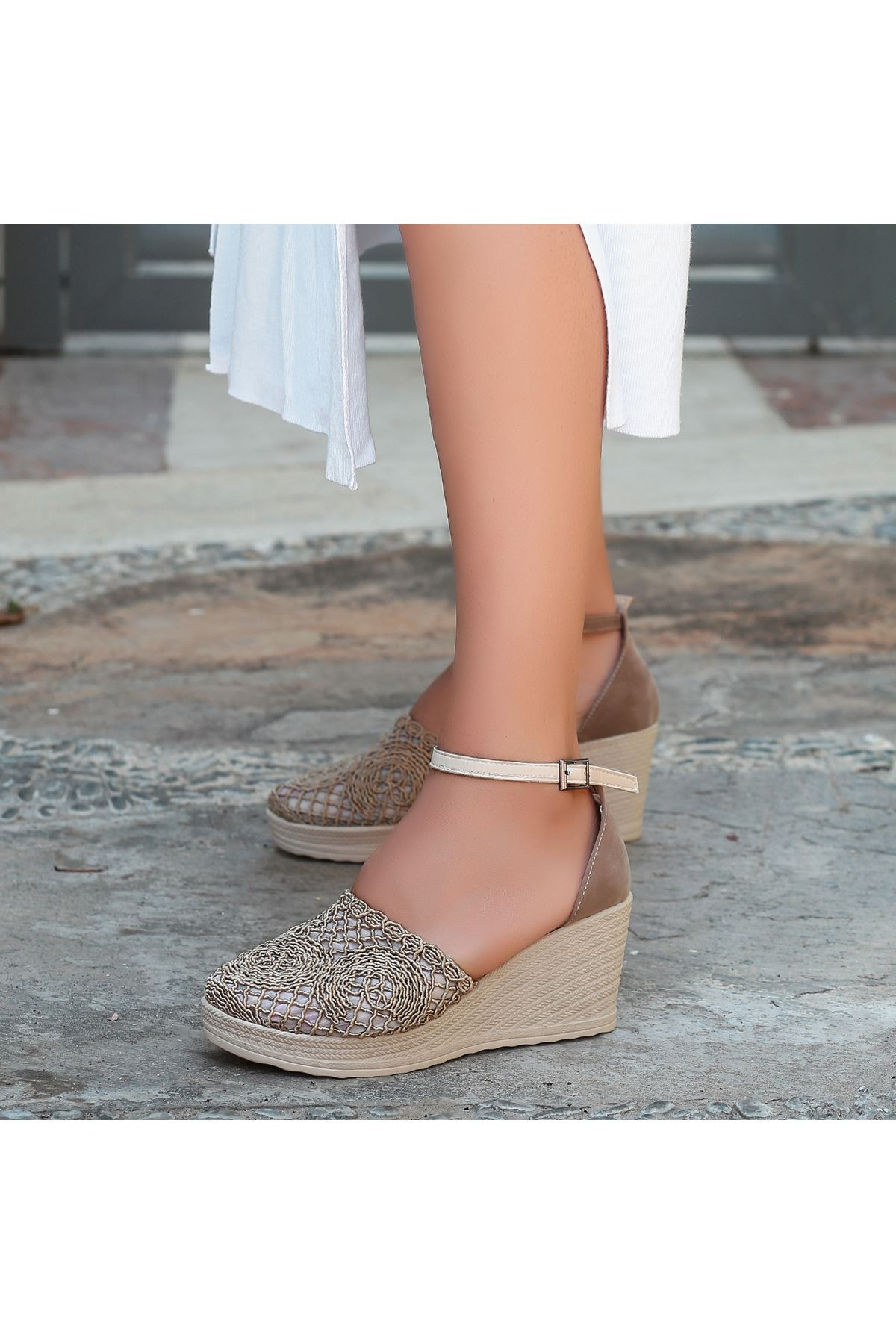 Jioni Vizon Örgülü Dolgu Topuk Sandalet