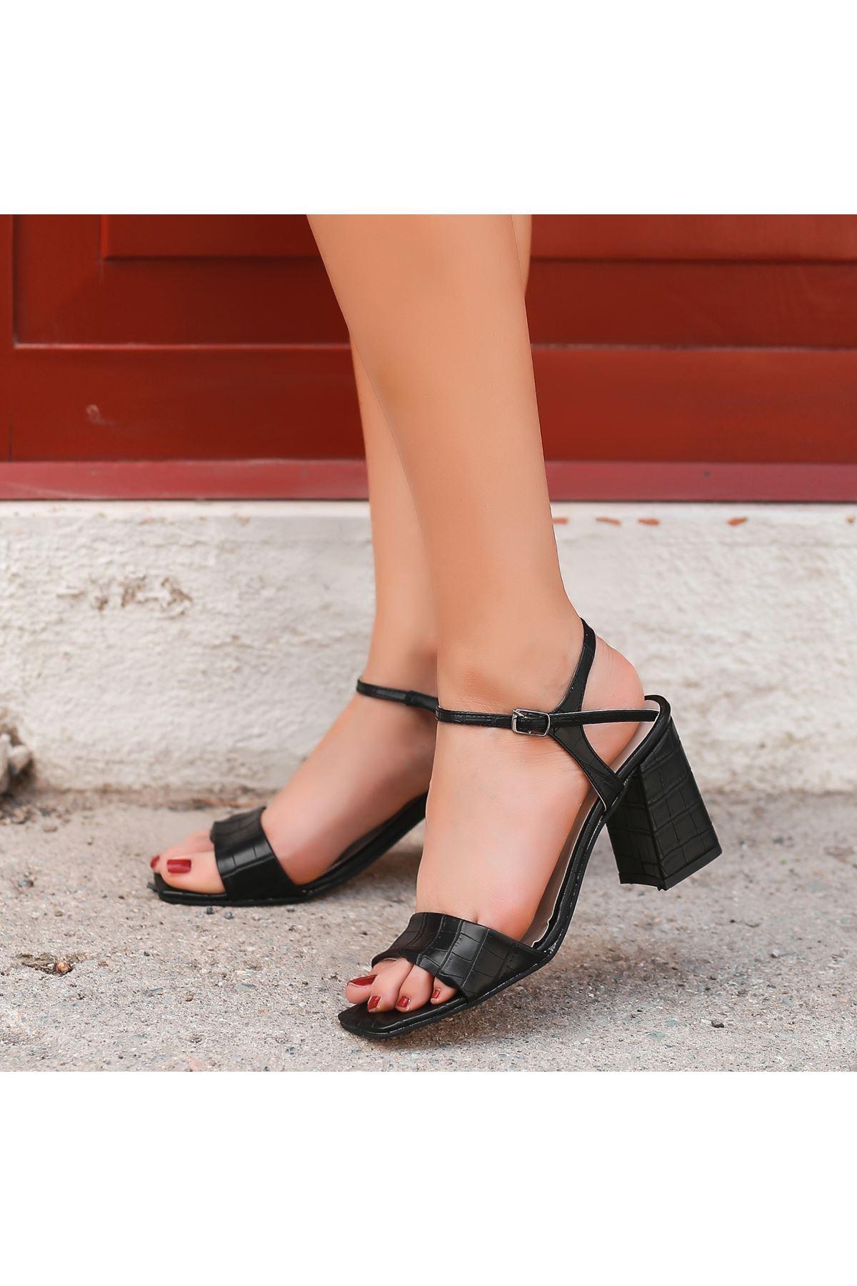 Calvi Siyah Cilt Topuklu Ayakkabı