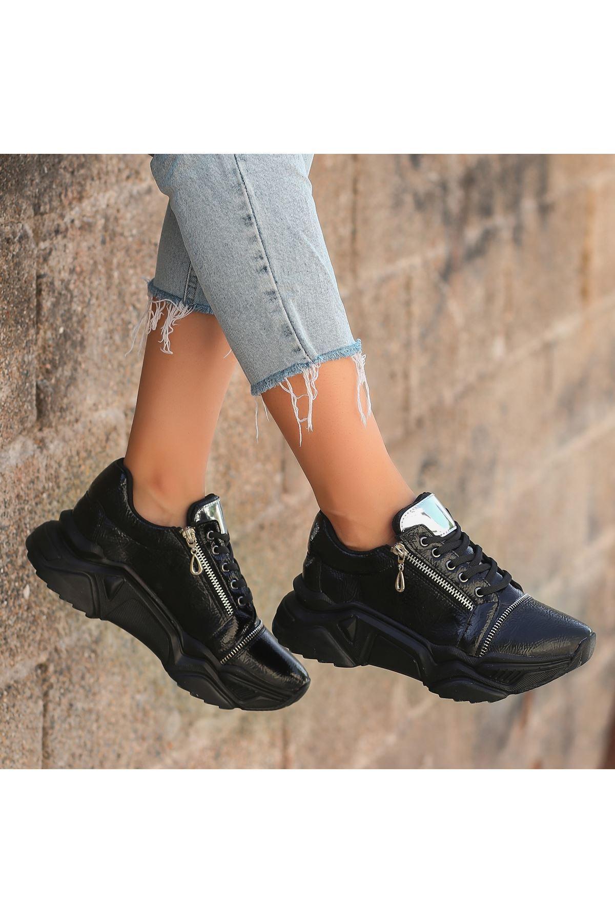 Uron Siyah Rugan Bağcıklı Spor Ayakkabı