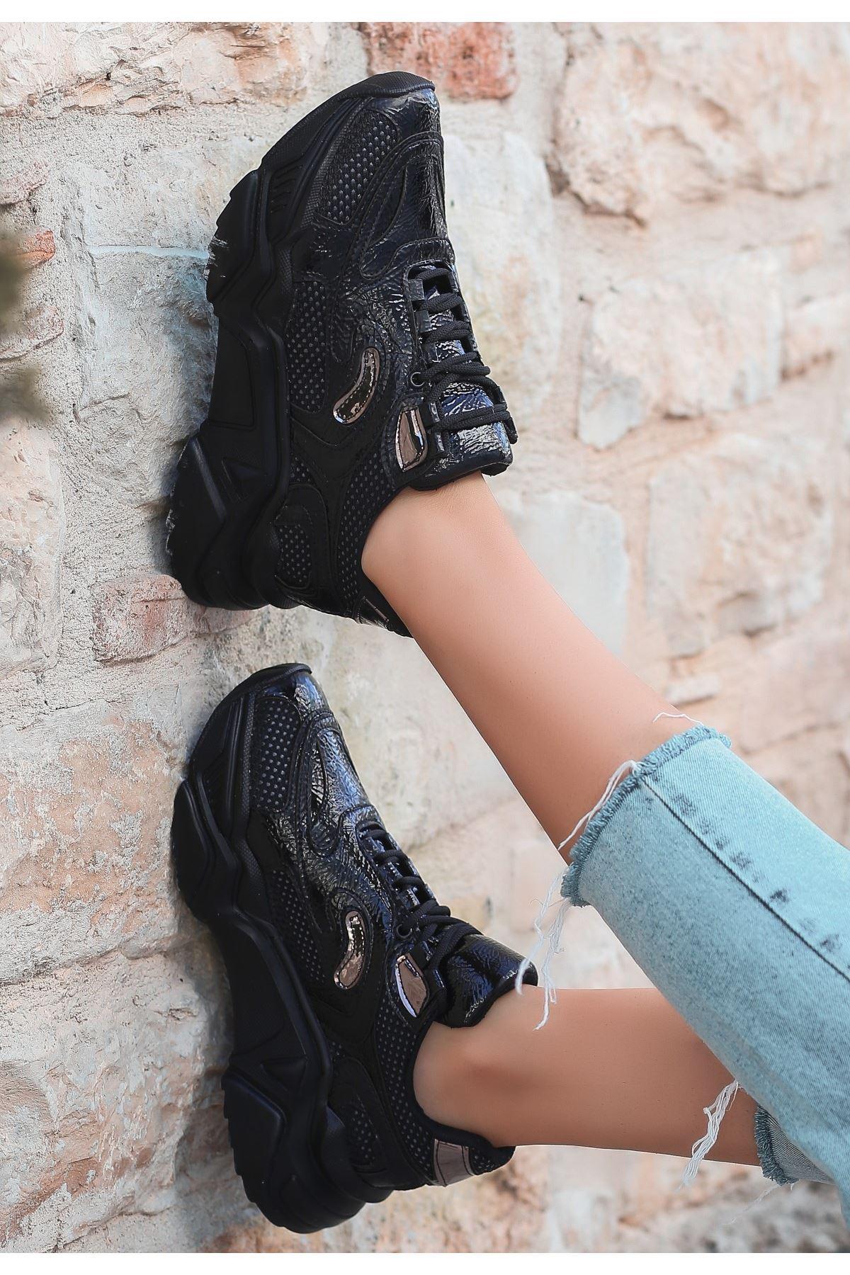Irta Siyah Rugan Holoğramlı Spor Ayakkabı