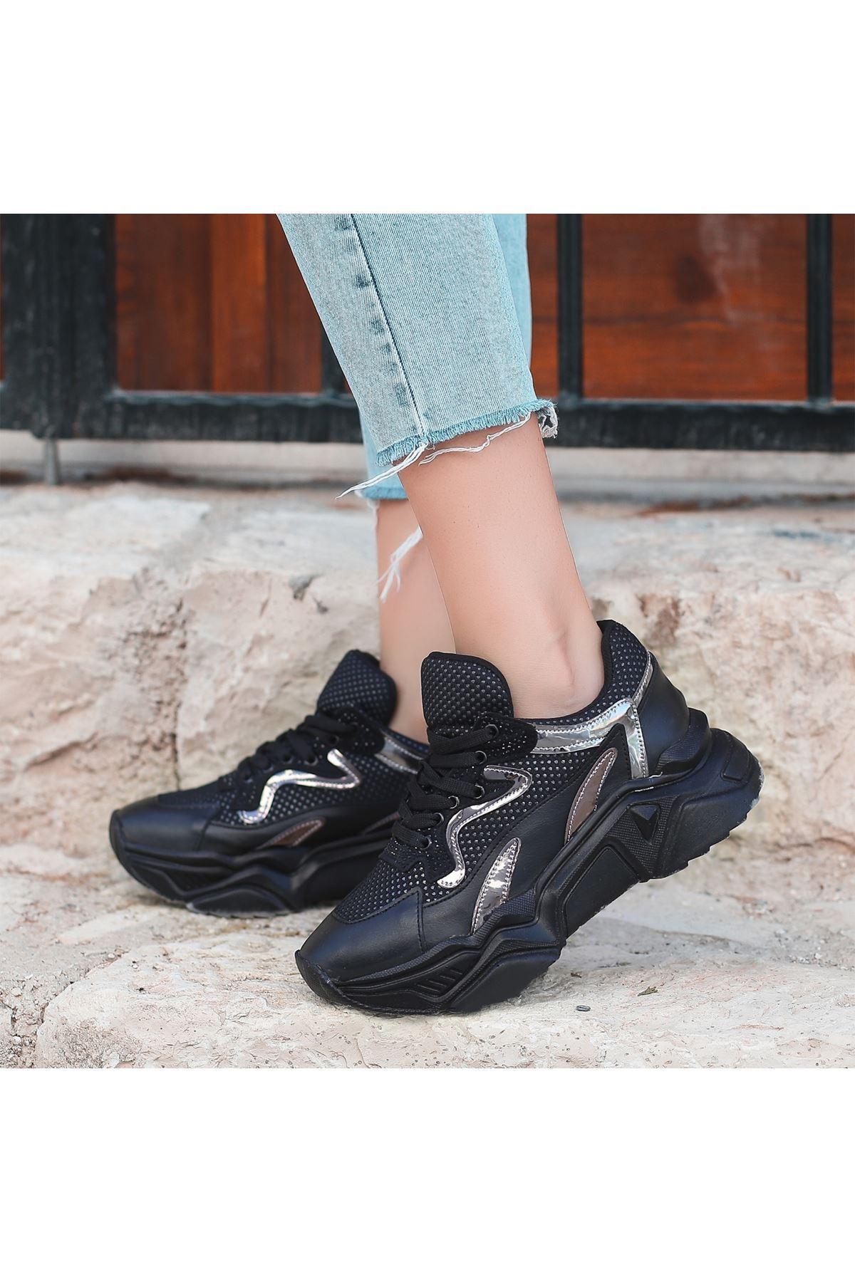 Jinta Siyah Cilt Rugan Detaylı Spor Ayakkabı