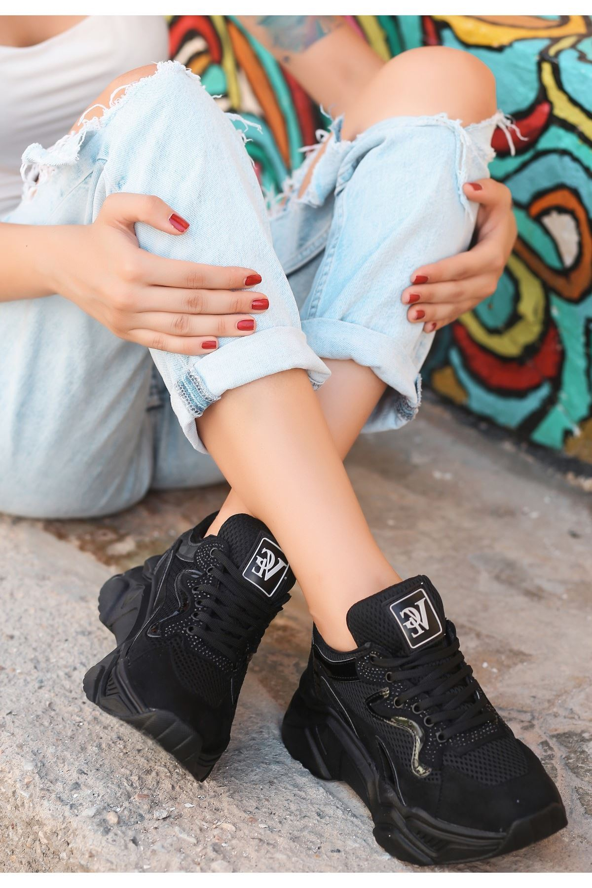 Jinta Siyah Süet Rugan Detaylı Spor Ayakkabı