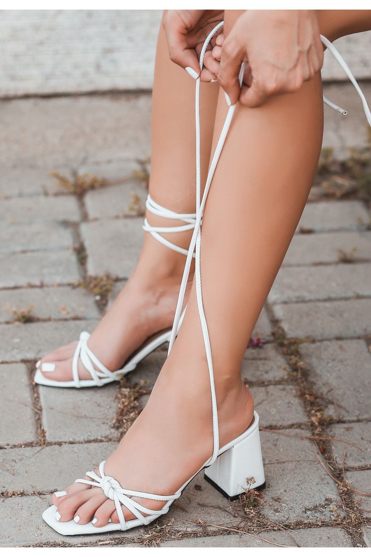 Jost Beyaz Cilt Topuklu Ayakkabı