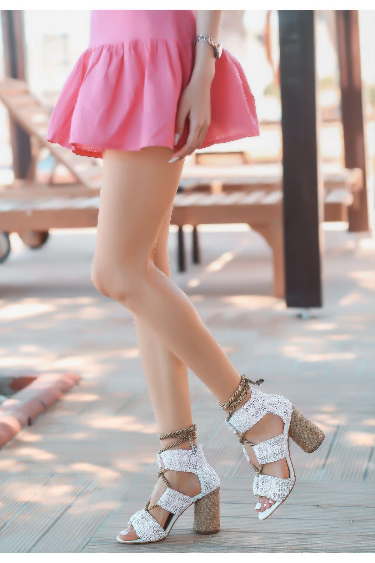 Esto Beyaz Örgülü Topuklu Ayakkabı