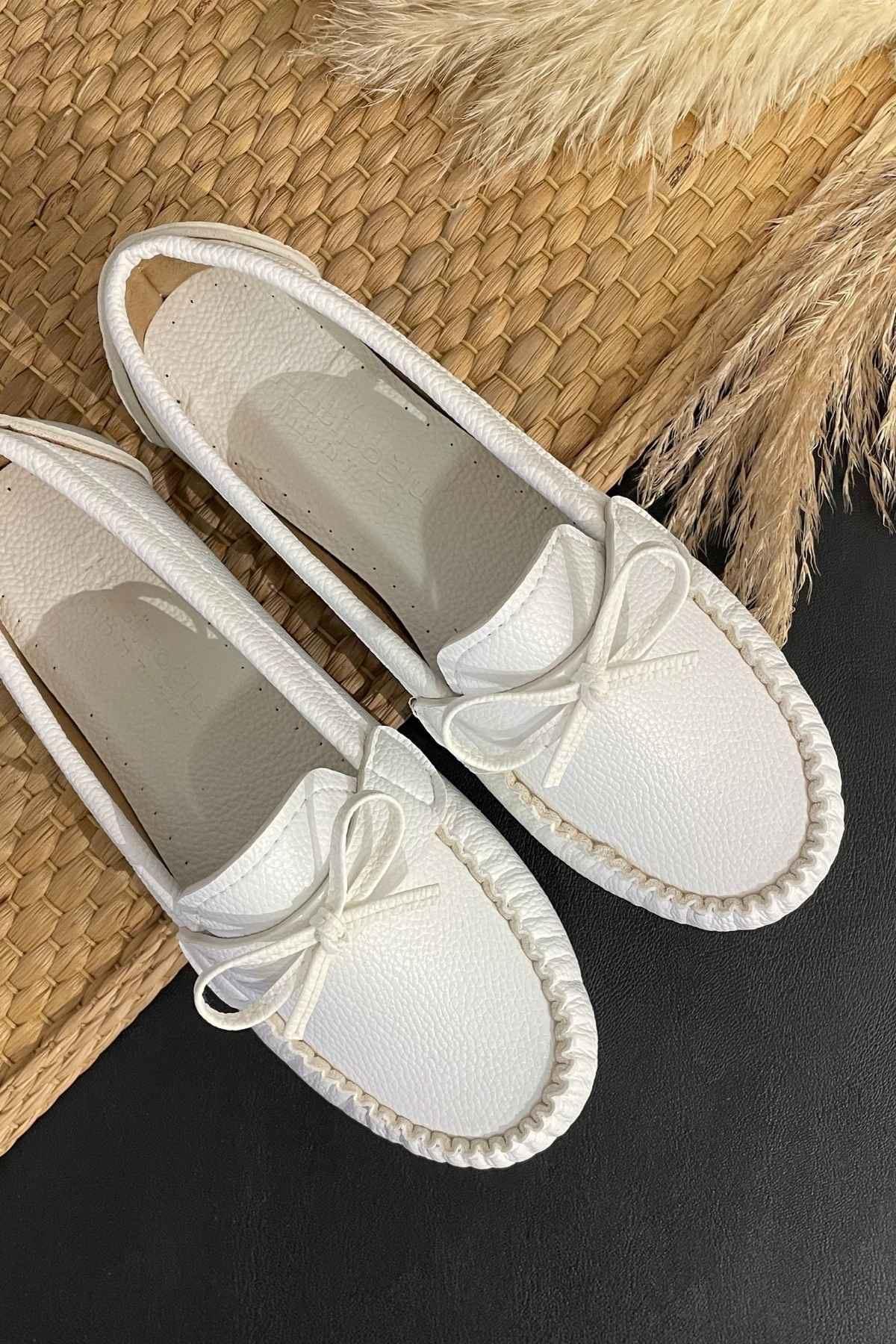 Soha Beyaz Deri Fiyonklı Rok Babet Ayakkabı