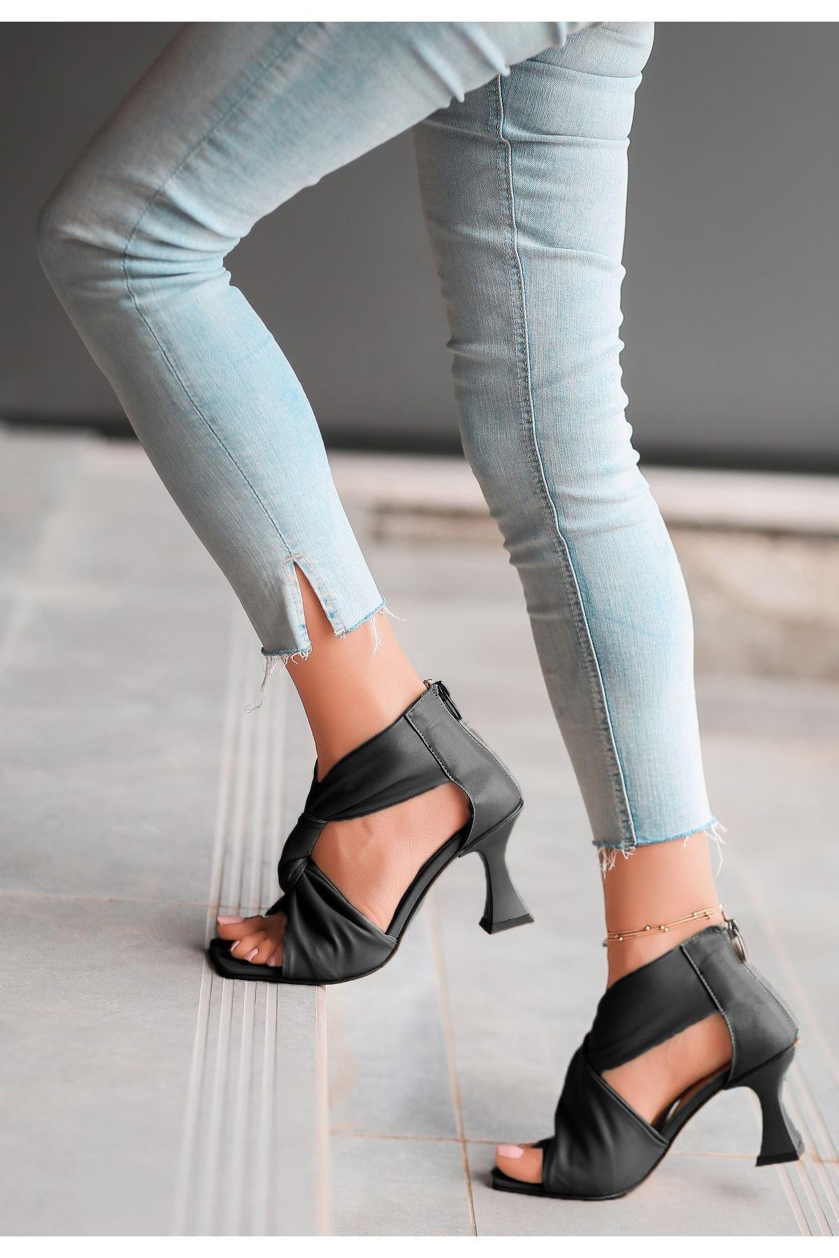 Myem Siyah Cilt Topuklu Ayakkabı