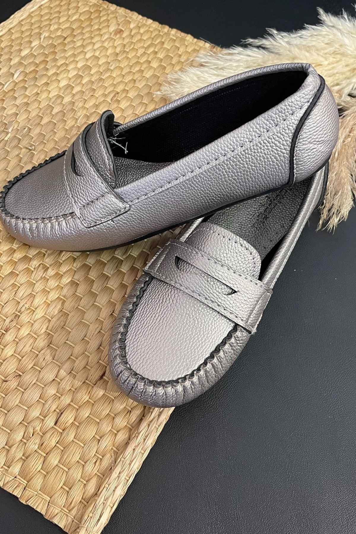 Sohe Gümüş Deri Mokasen Rok Babet Ayakkabı