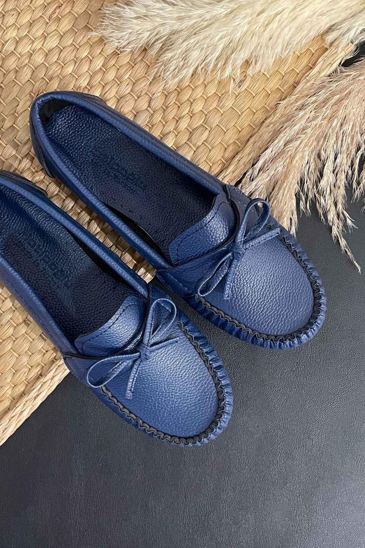 Soha Lacivert Deri Fiyonklı Rok Babet Ayakkabı