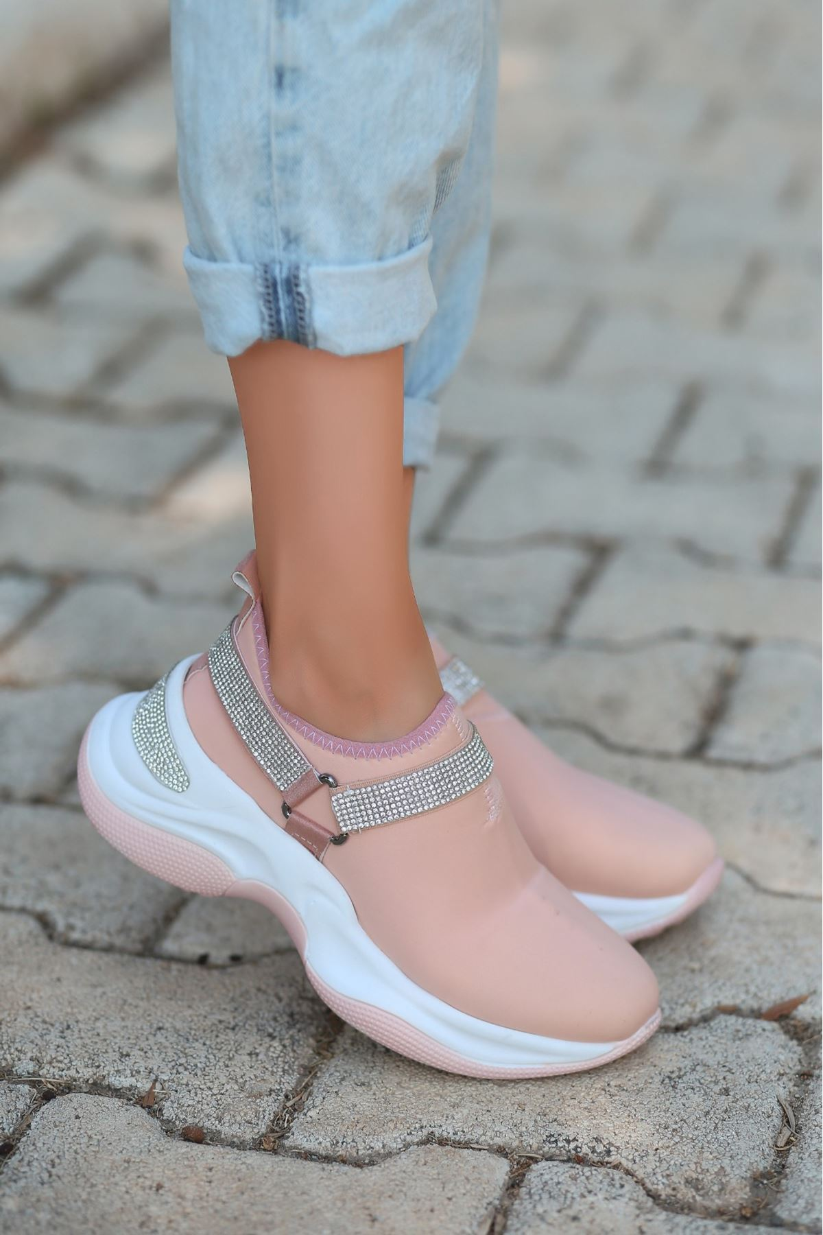 Gist Pudra Boncuklu Spor Ayakkabı