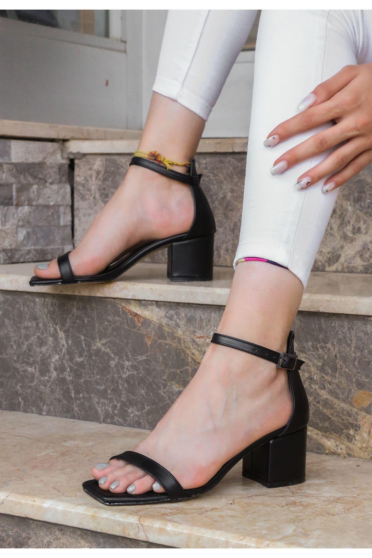 Ronk Siyah Cilt Topuklu Ayakkabı