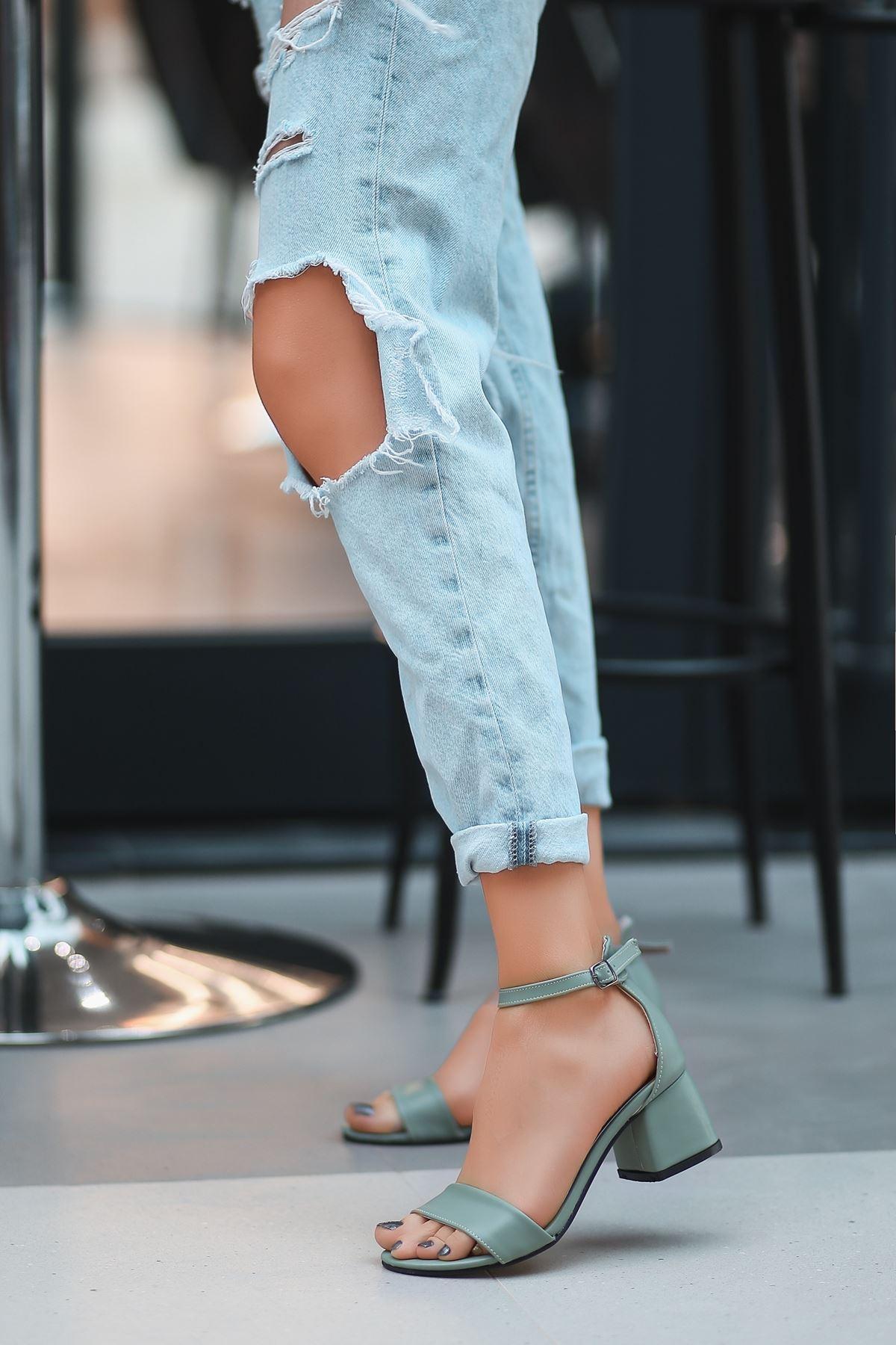 Epon Mint Yeşili Cilt Tek Bant Topuklu Ayakkabı