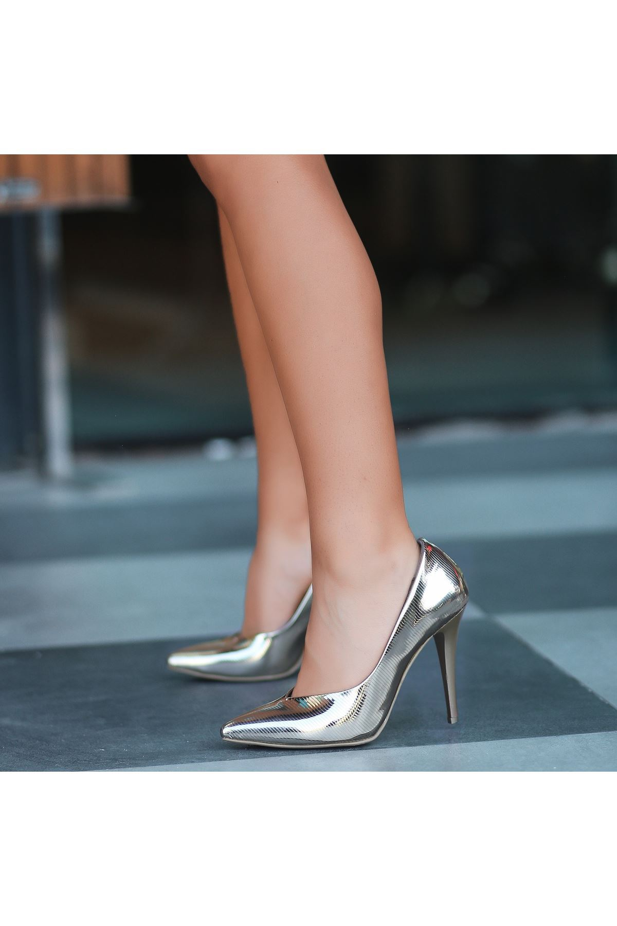 Nocix  Altın Sarısı Cilt Stiletto Ayakkabı