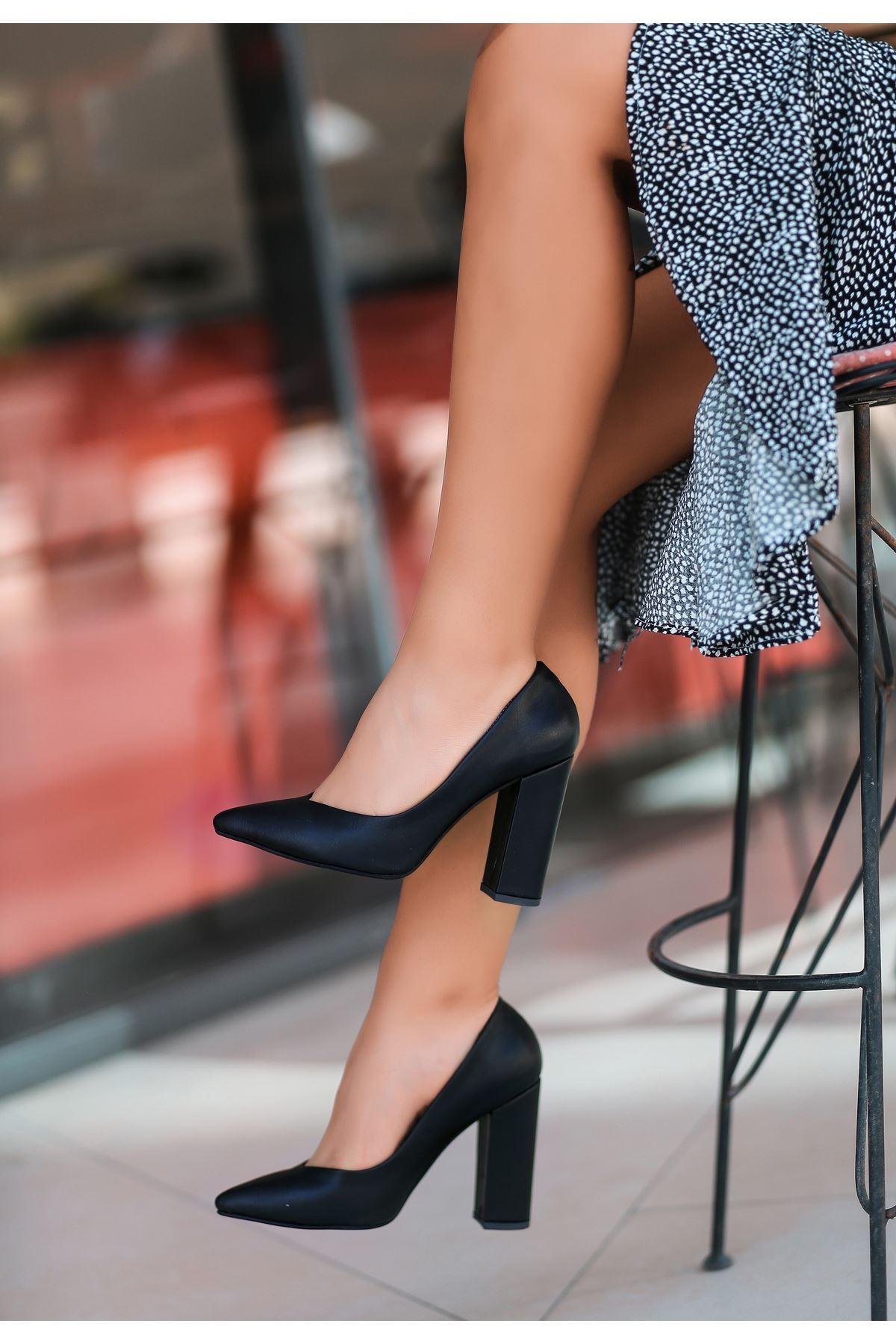 Adrix Siyah Cilt Topuklu Ayakkabı