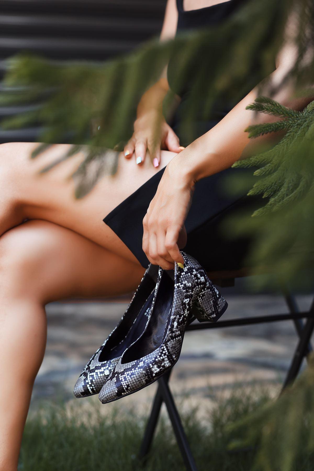 Adrix Siyah Rugan Topuklu Ayakkabı