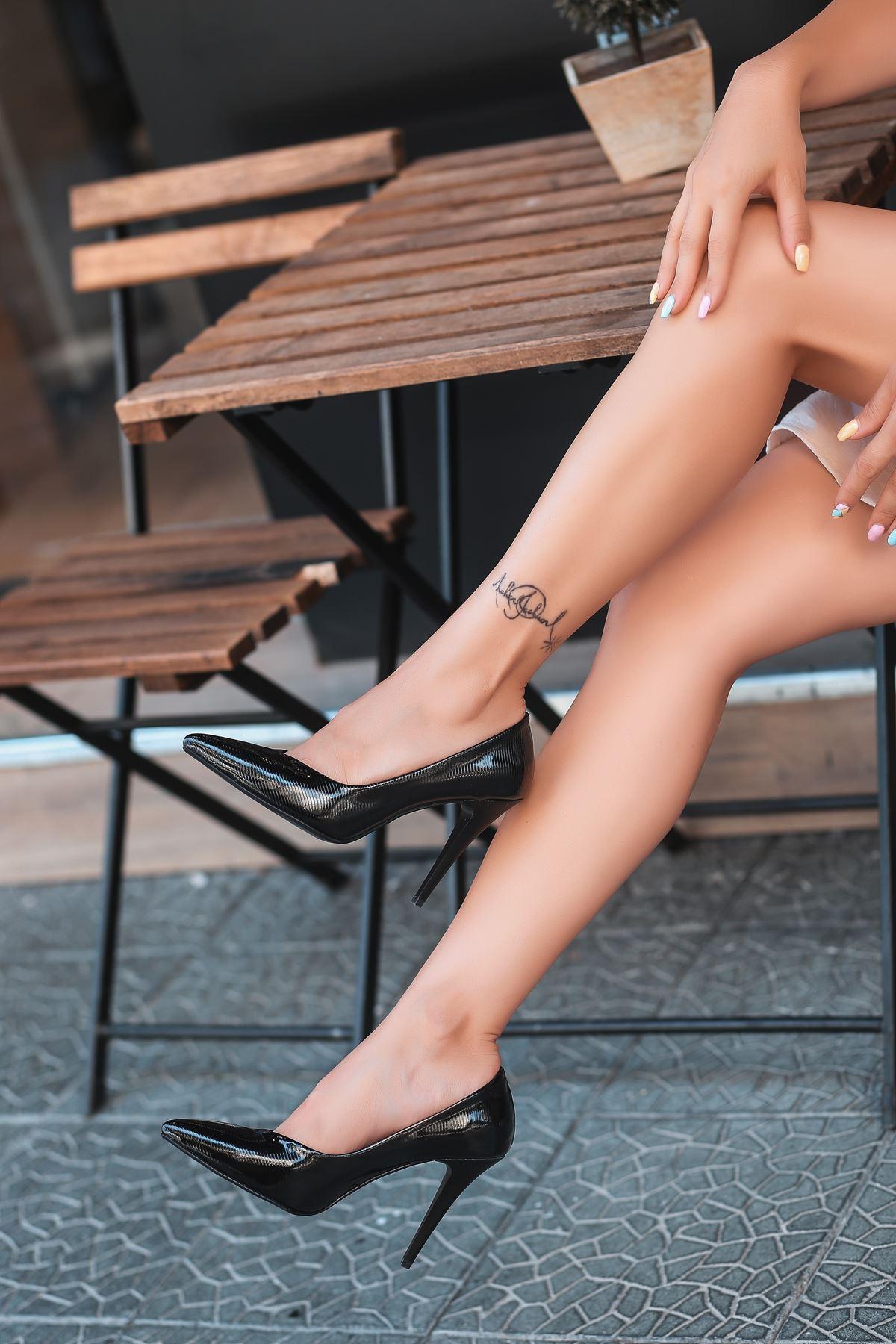 Nocix Siyah Rugan Desenli Stiletto Ayakkabı