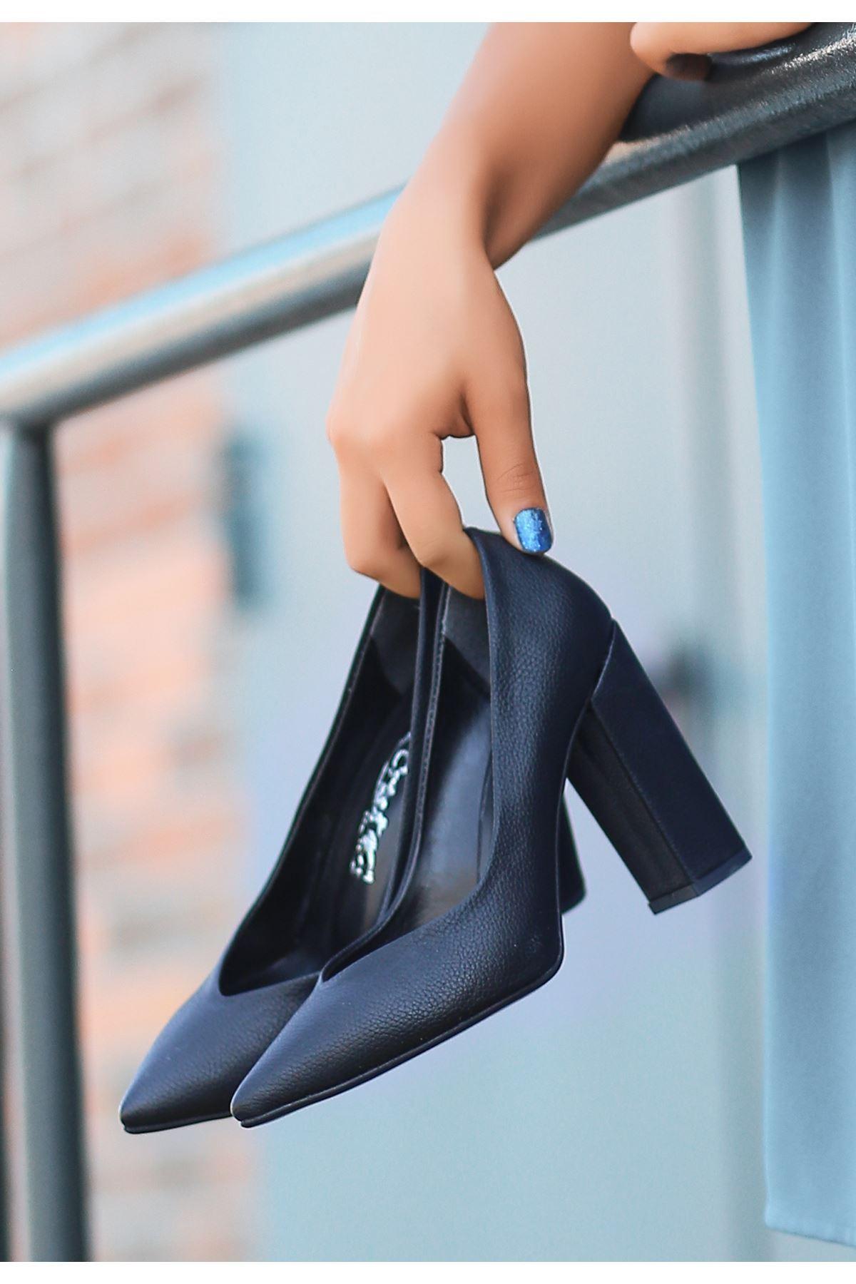 Adrix Siyah Cilt Desenli Topuklu Ayakkabı
