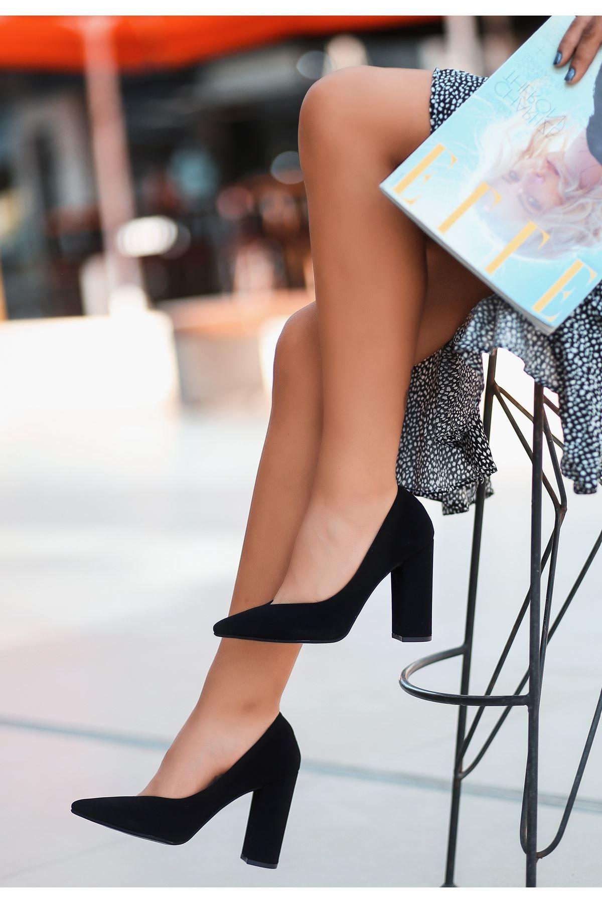Adrix Siyah Süet Topuklu Ayakkabı