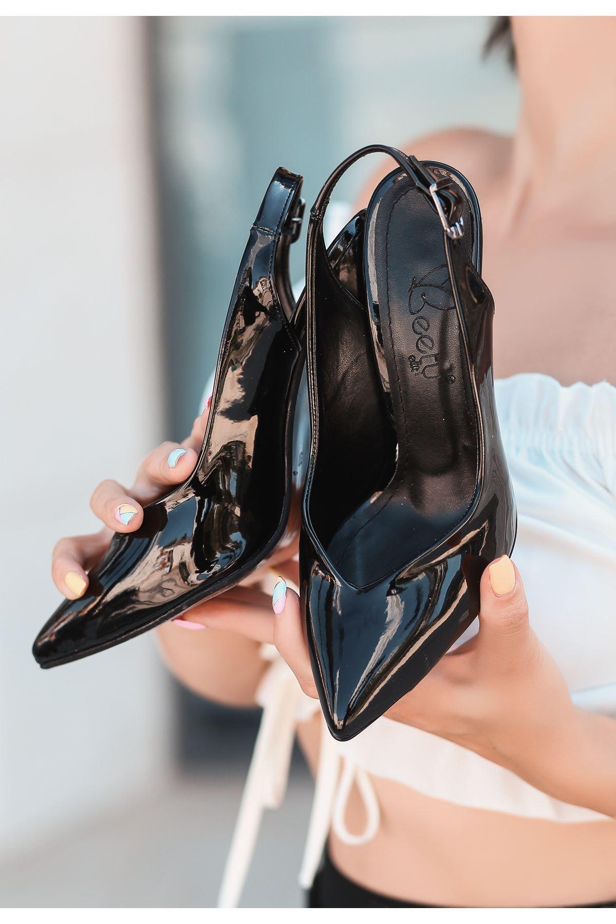 Gomi Siyah Rugan Topuklu Ayakkabı