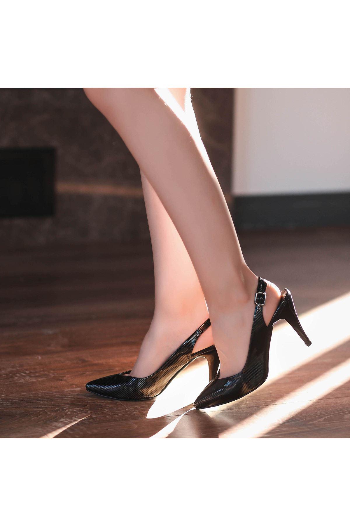 Gomi Siyah Rugan Desenli Topuklu Ayakkabı